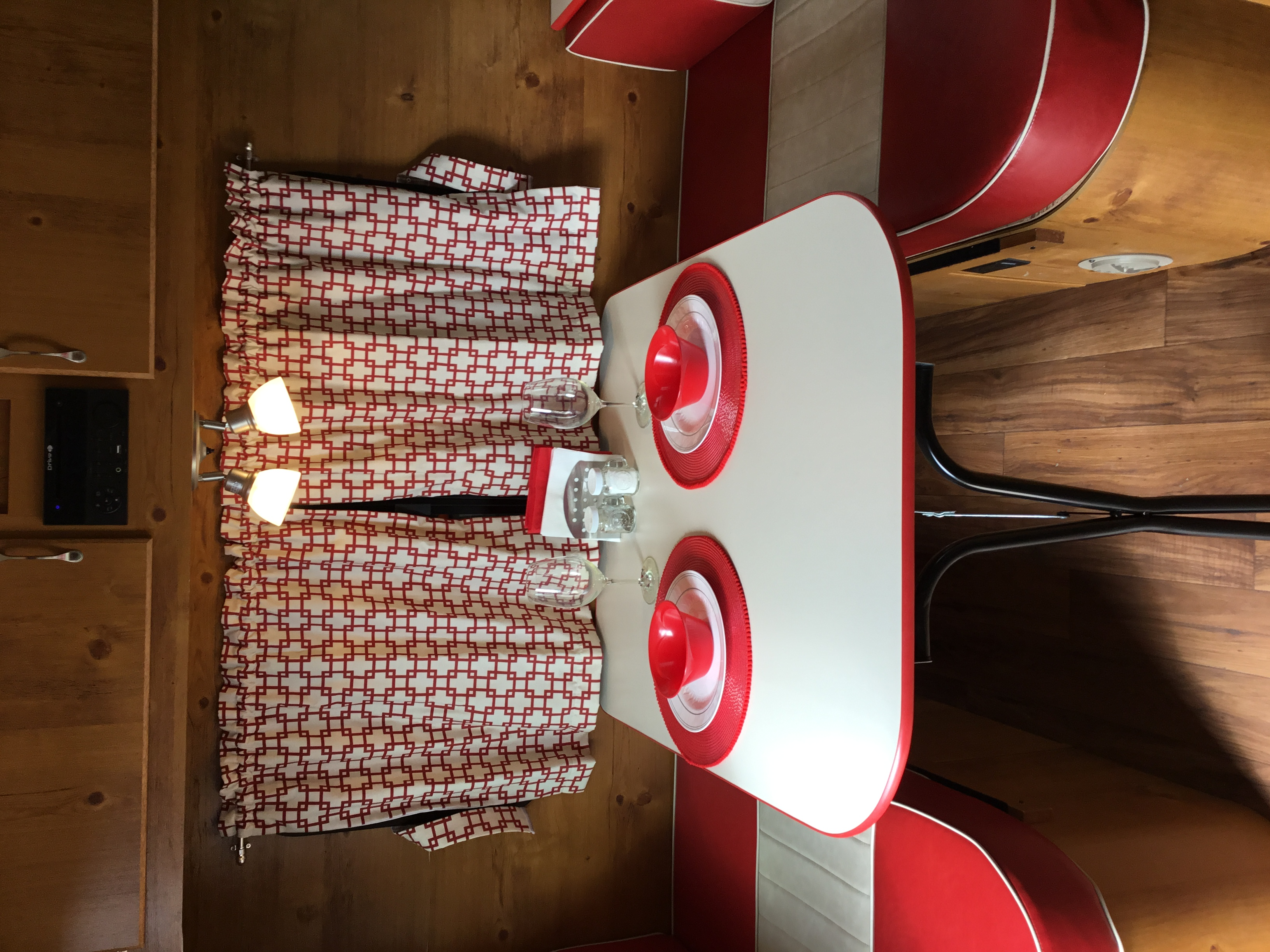 50's diner look converts to bed. Gulf Stream Vintage Cruiser 2020