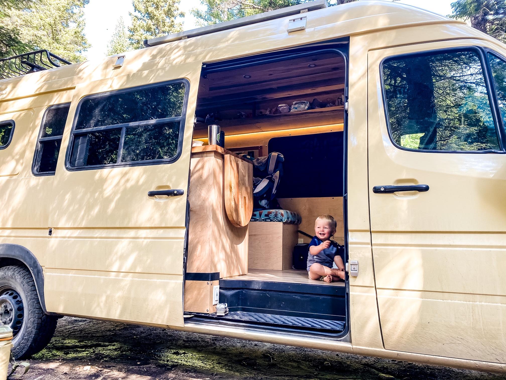 Kid-friendly Van. Mercedes-Benz Sprinter 2006