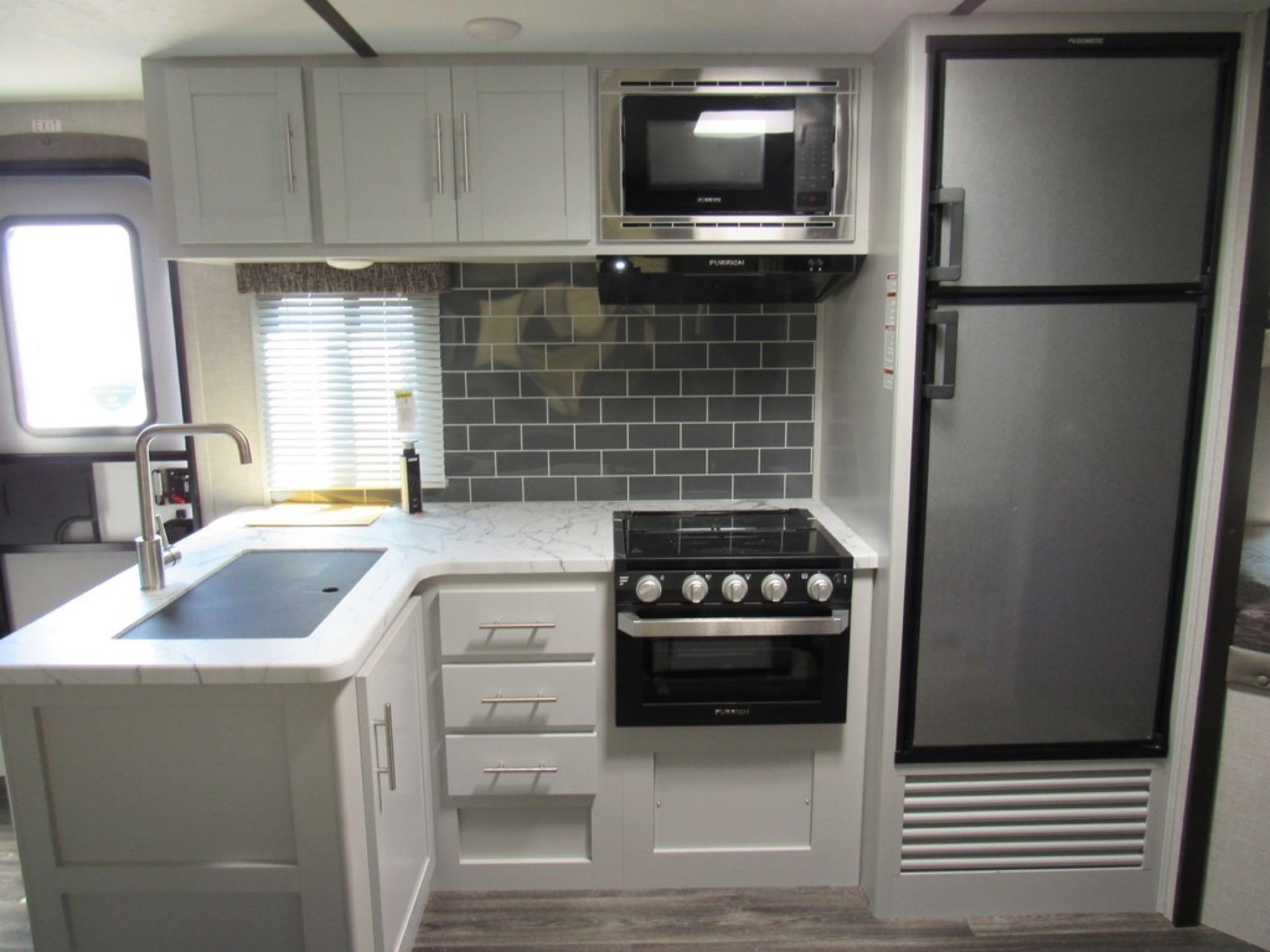 Kitchen. Keystone Bullet 243BHS 2021