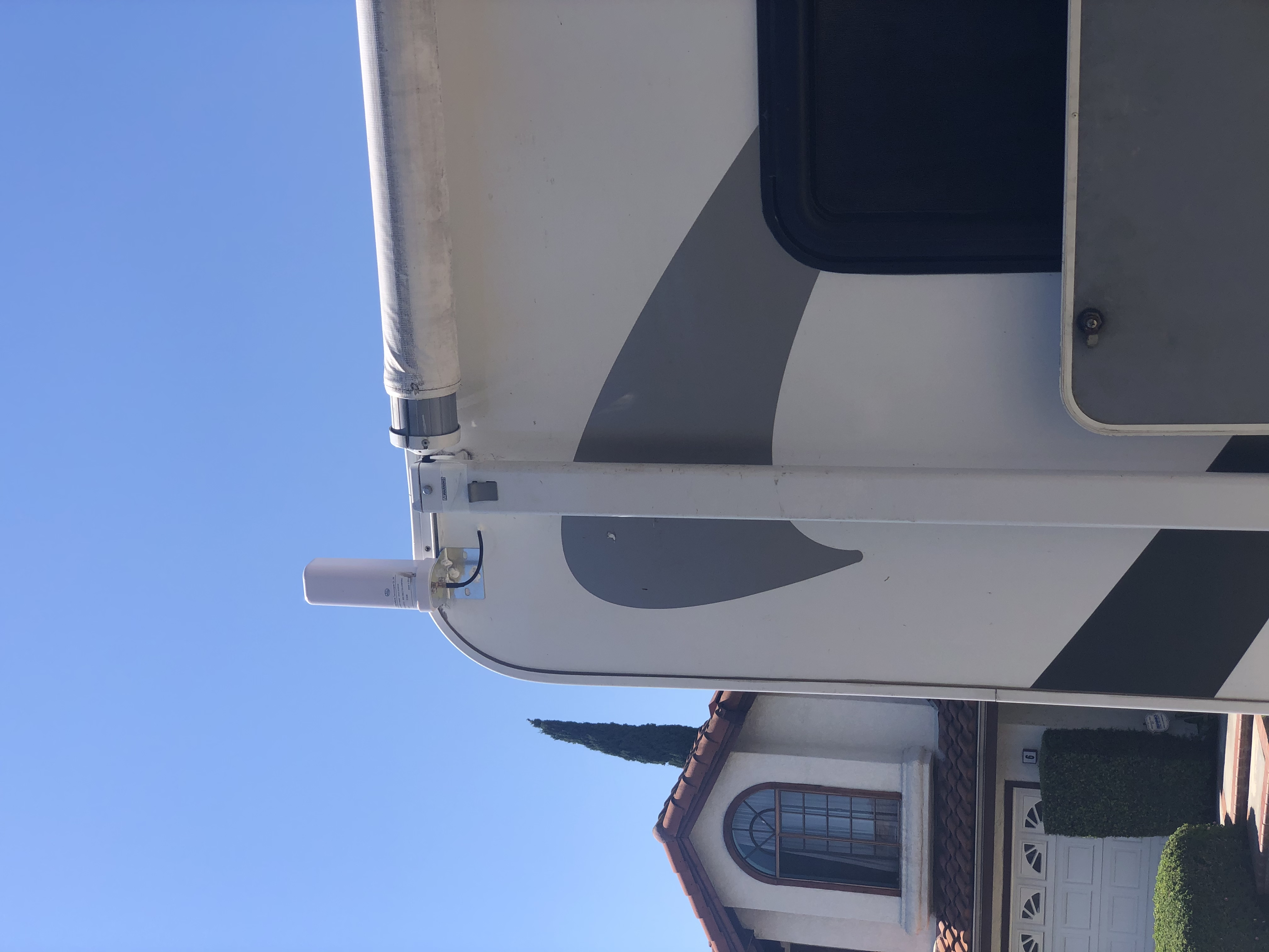 Mobile phone signal amplifier antenna. Thor Motor Coach Four Winds 2012