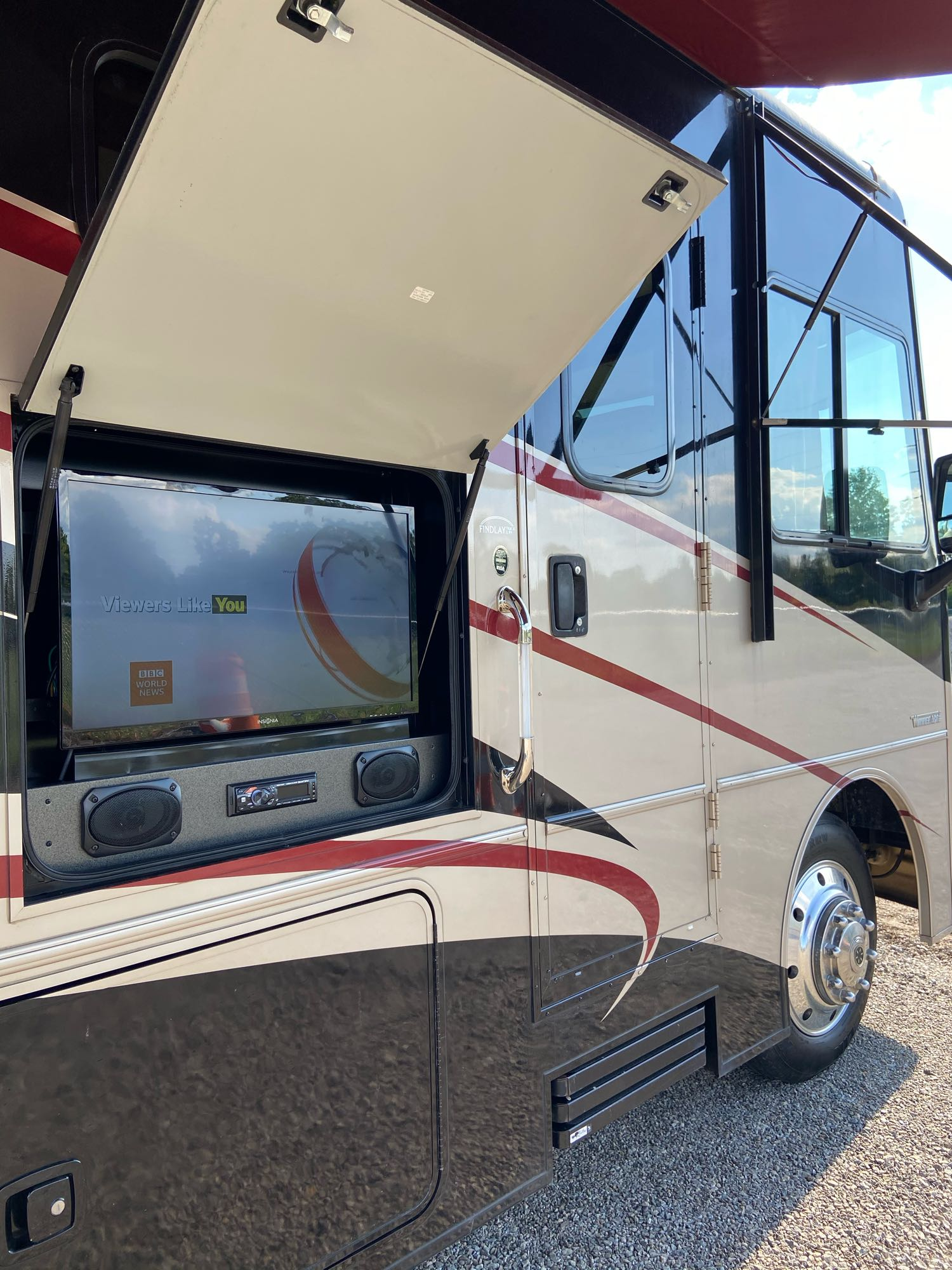 Bluetooth sound system. Winnebago Vista 2015