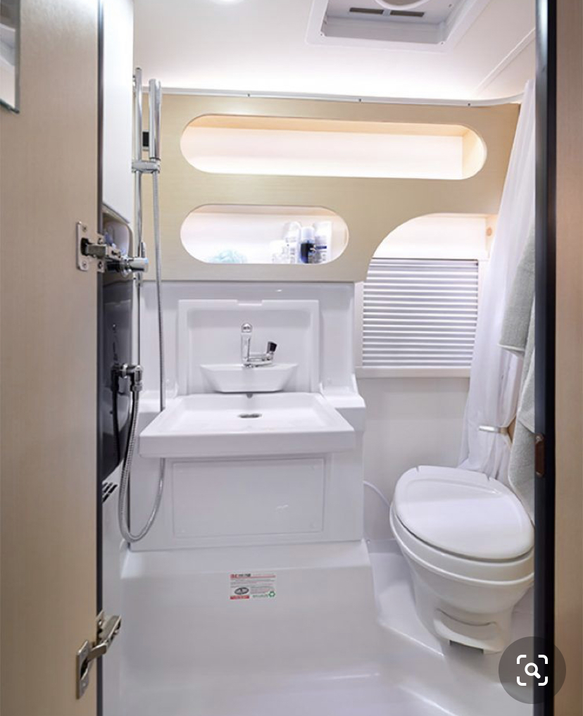 State of the art wet bath: heated, full shower, USB plugs, lots of storage, fan, portal window with screen.. T@B Other 2020
