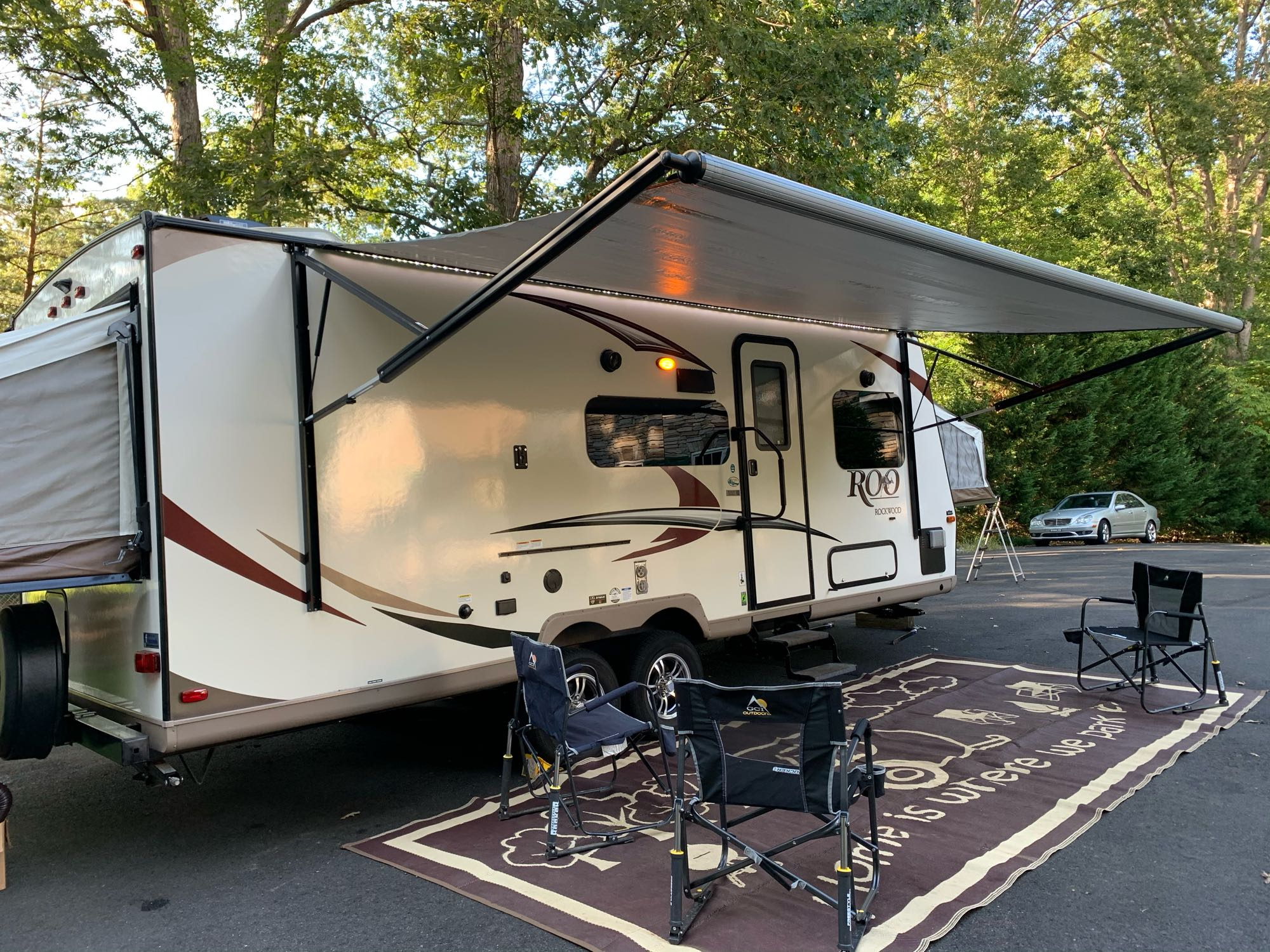 Extra rug and 3 chairs. Forest River Rockwood Roo 233S 2018