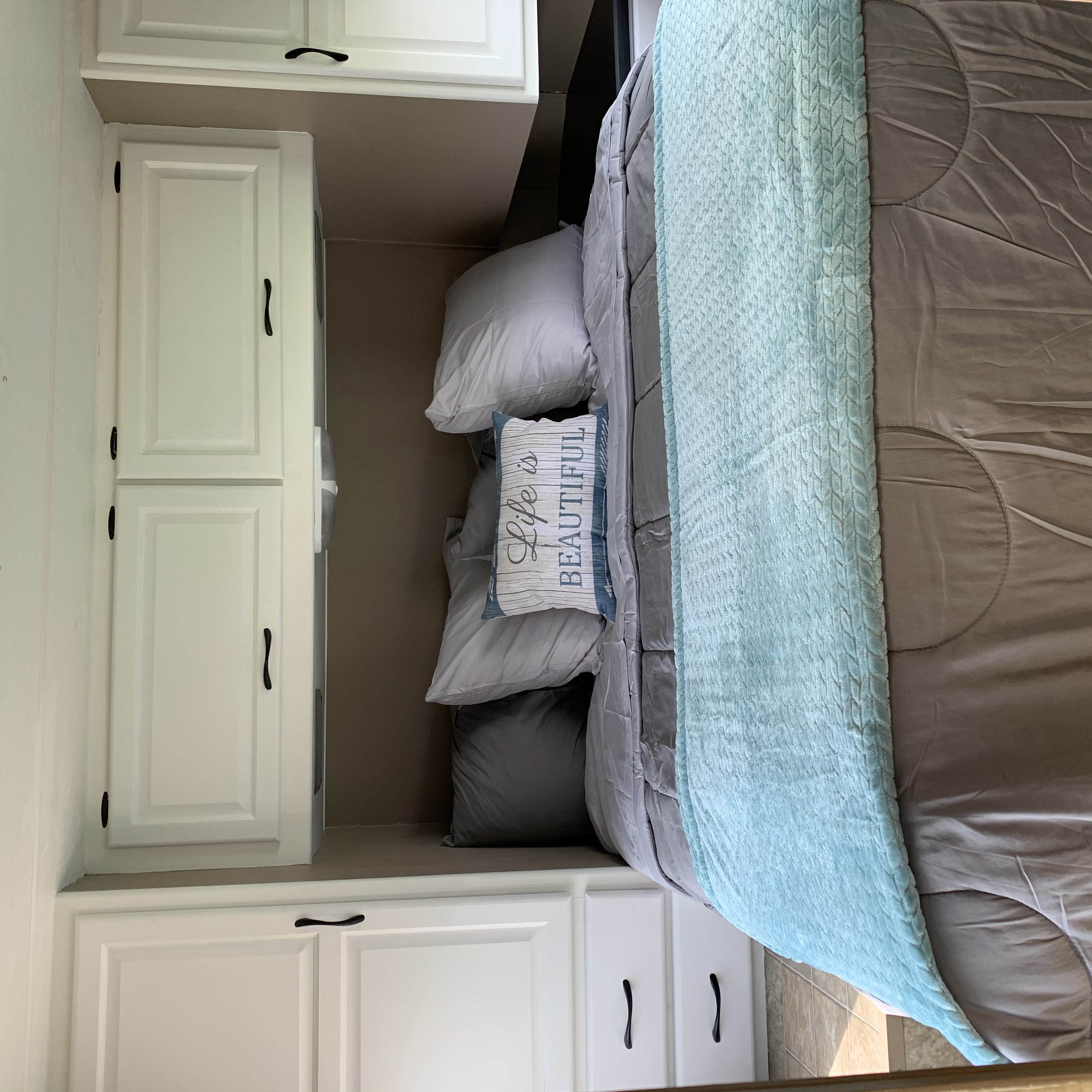 Private Queen Bedroom. Thor Motor Coach Four Winds Majestic 2011
