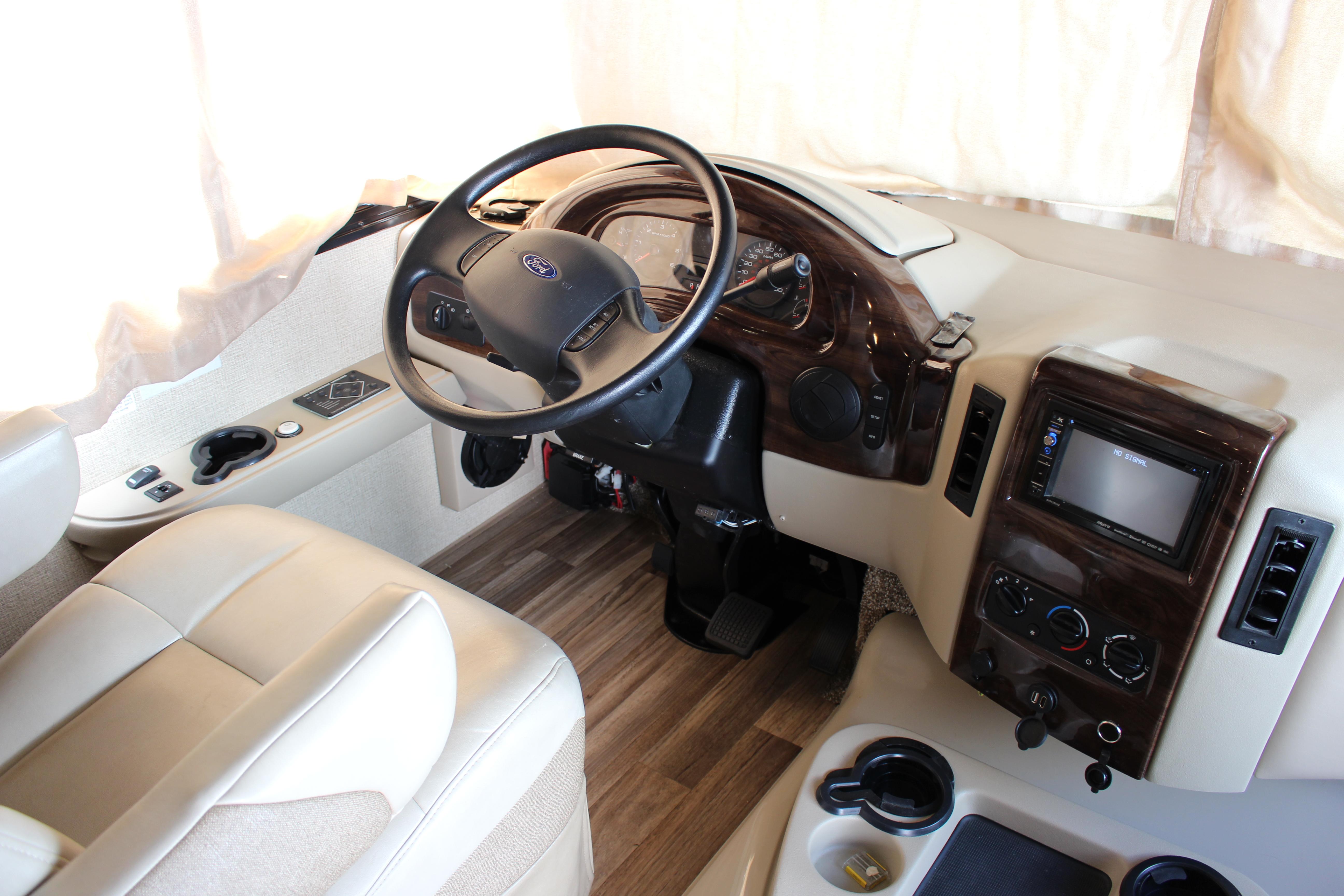 Driver's seat. Thor Motor Coach A.C.E 2017