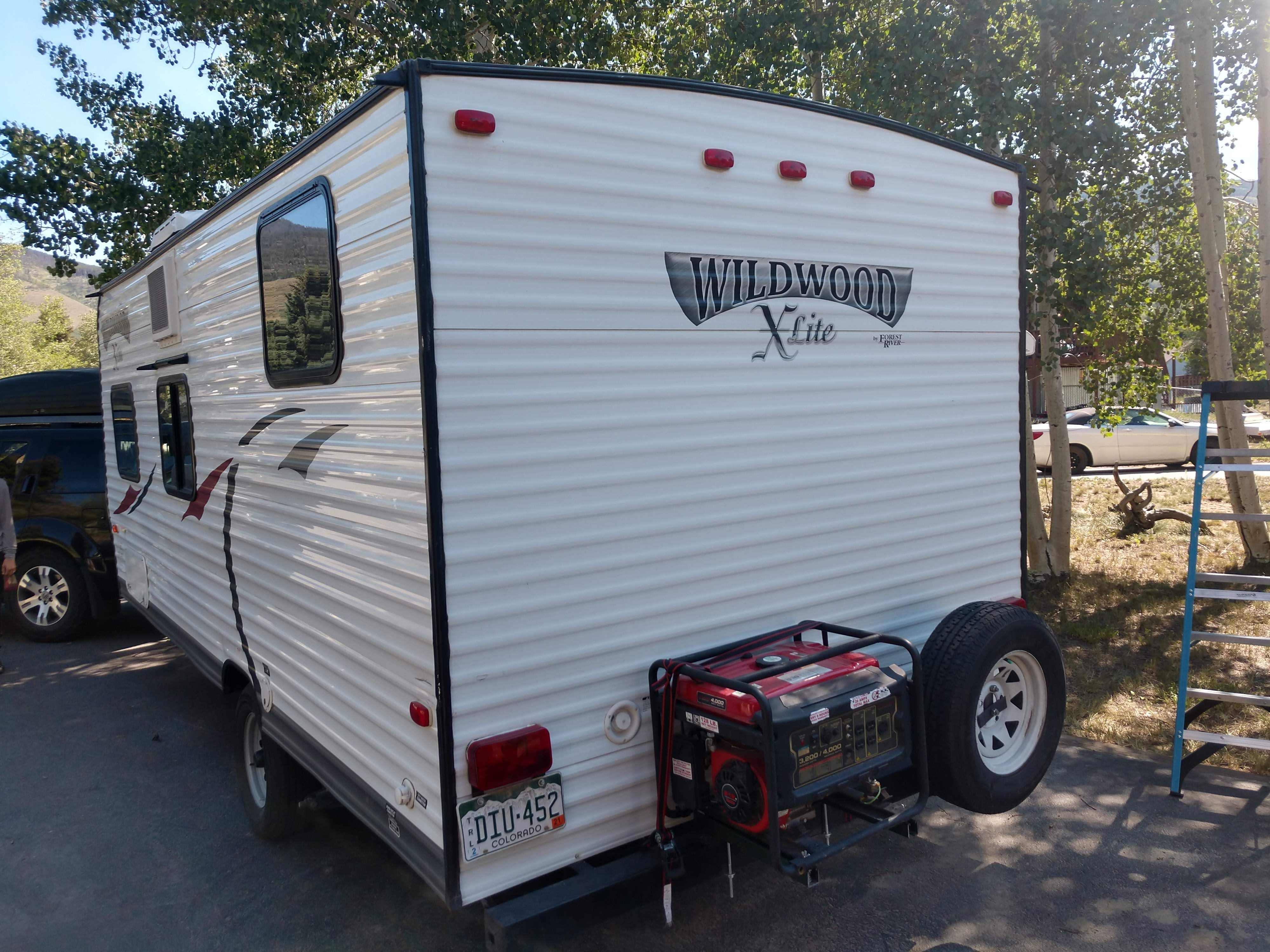 Rear with optional generator. Forest River Wildwood X-Lite 2014