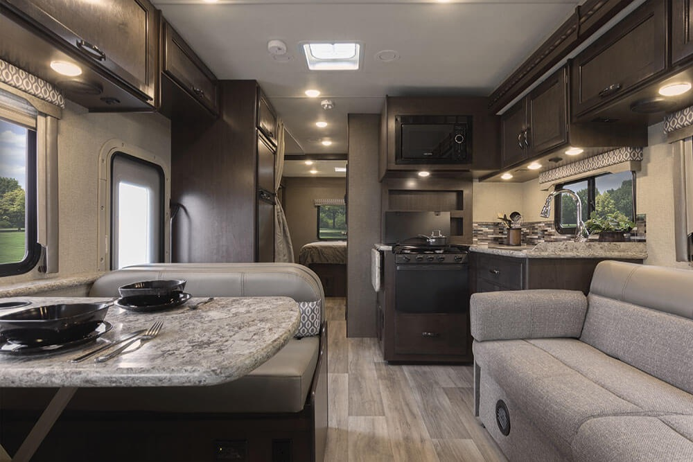 Gas range with dining nook. Thor Motor Coach Freedom Elite 2020