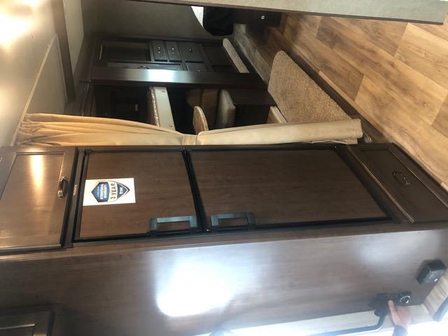 Nice sized fridge/freezer (gas or electricity). Ford Triton E450 2021