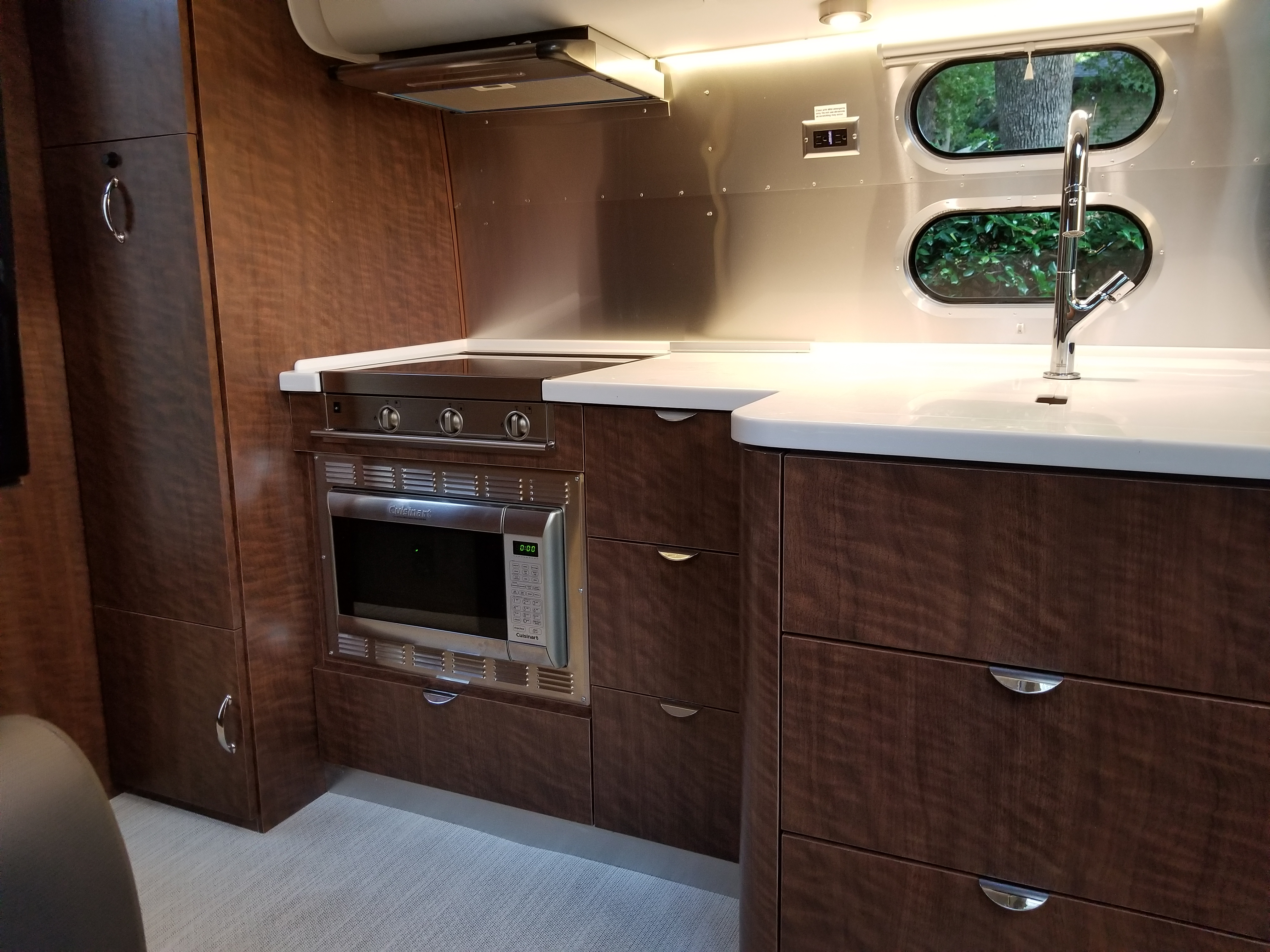Appealing fully kitchen equipped. Airstream Globetrotter 2018