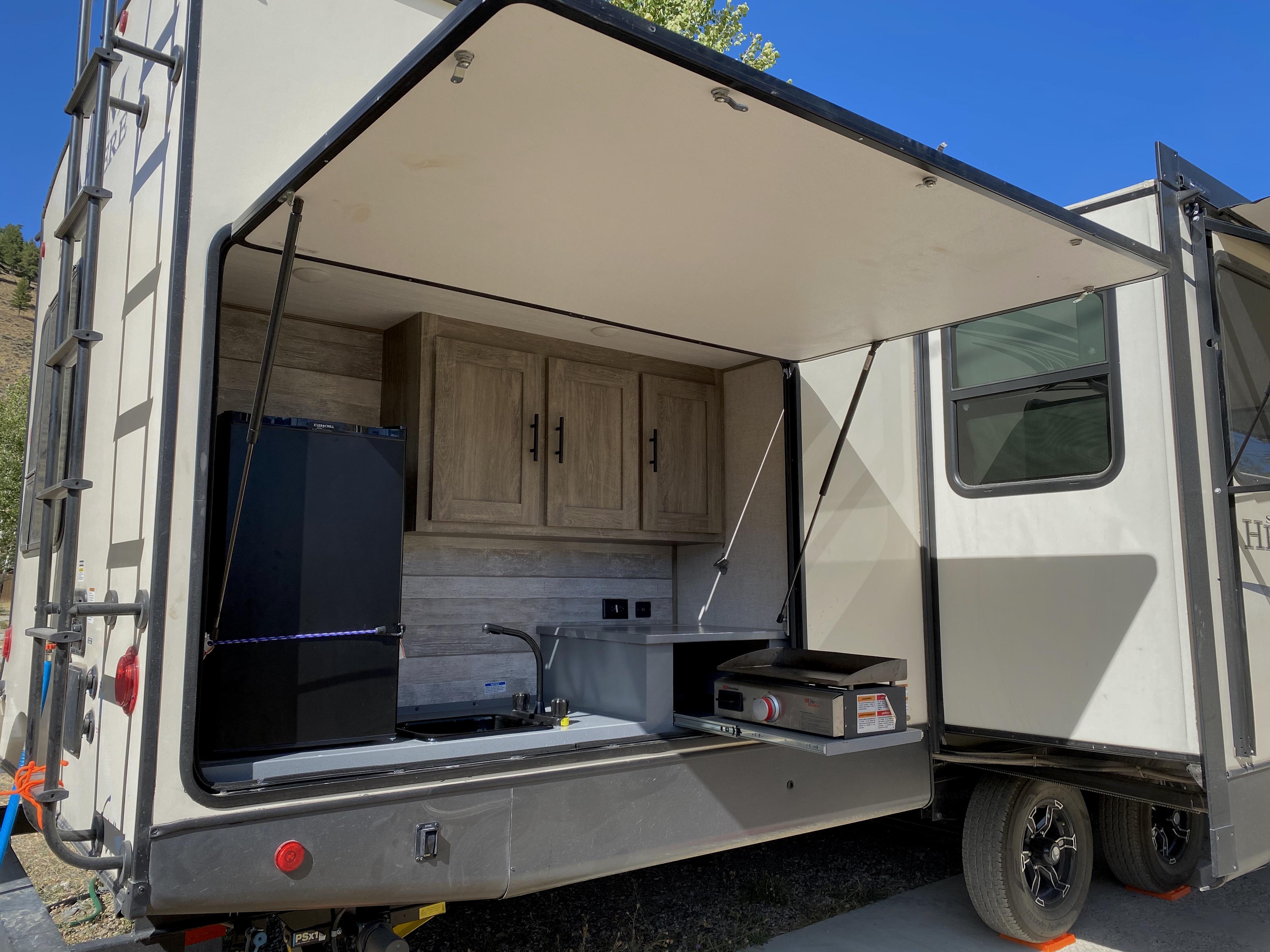 Full outdoor kitchen!. Forest River Salem Hemisphere 2020