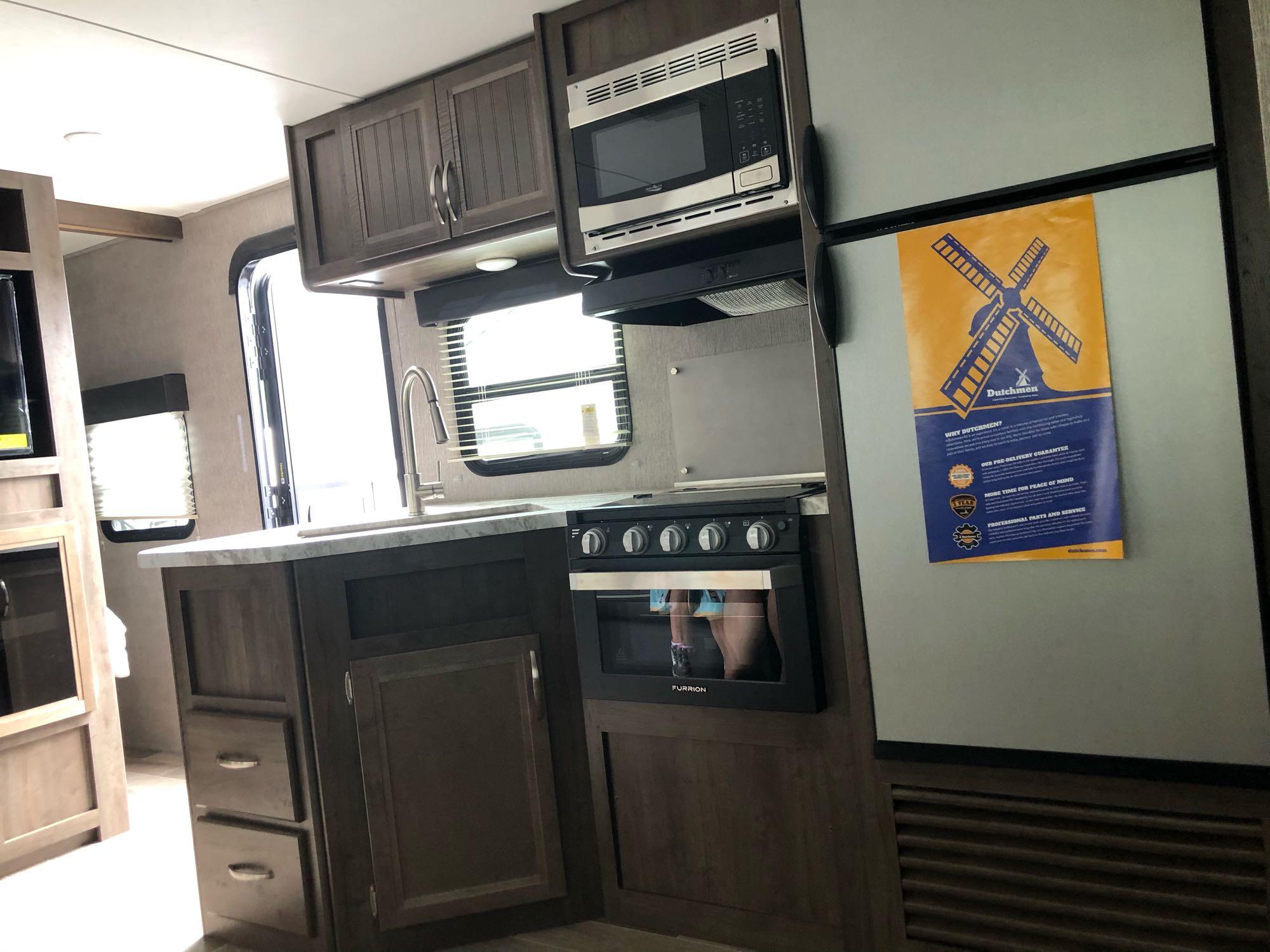 Kitchen. Dutchmen Coleman 2020