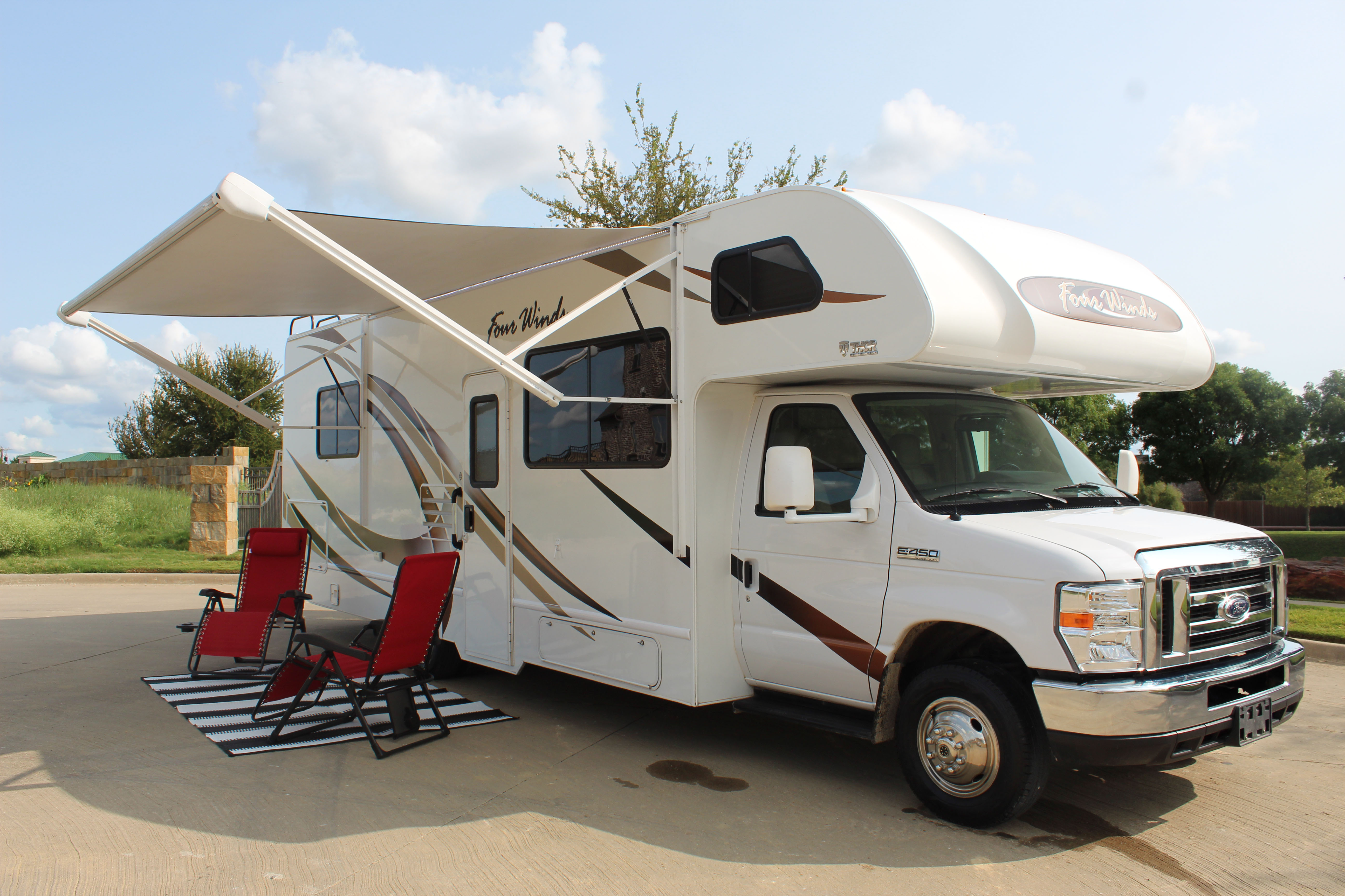 Large Awning with LED Lights. Thor Motor Coach 28A Four Winds 28A 2019