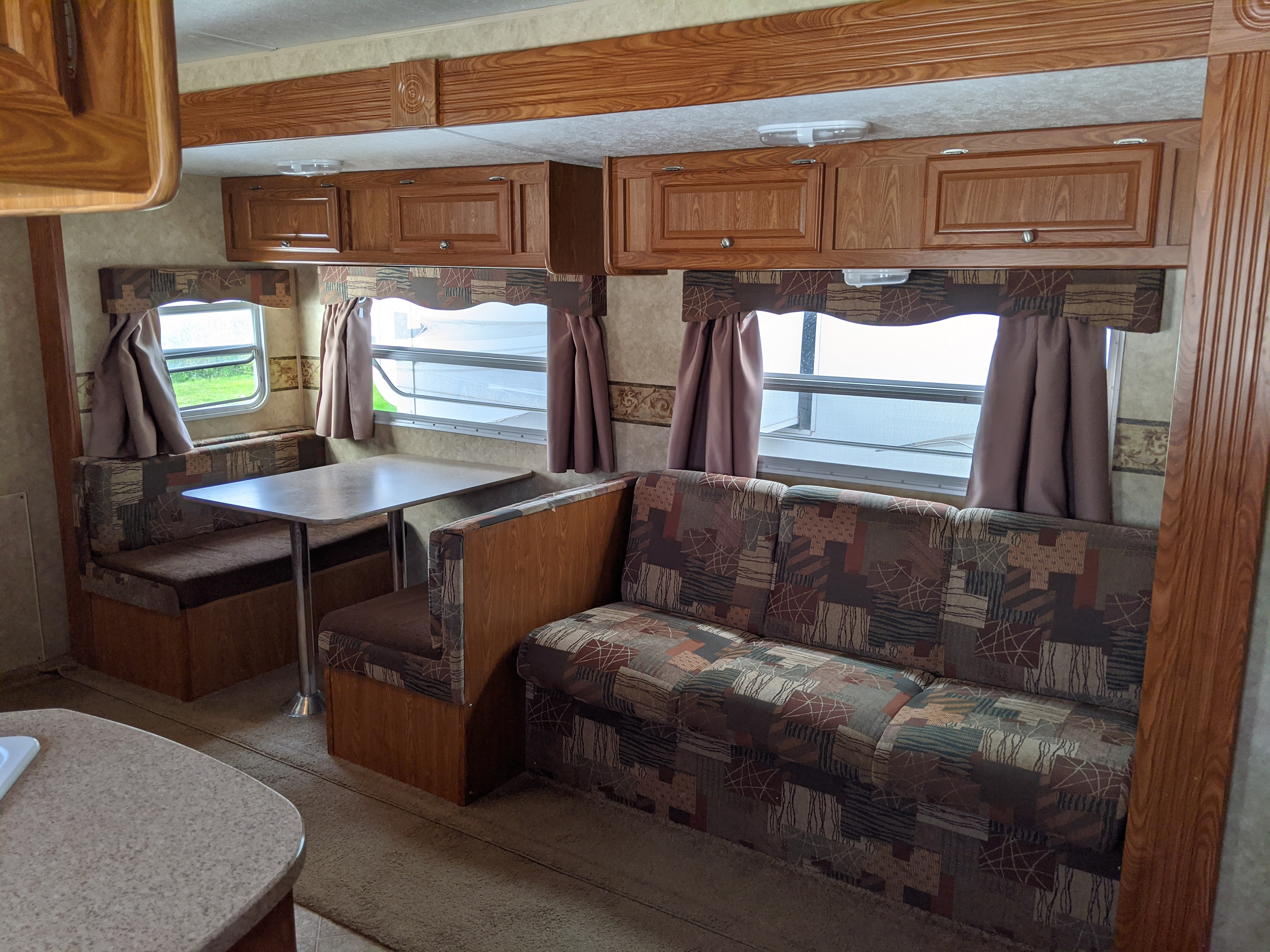 Dinette and Jack Knife couch both can be converted to beds. Dutchmen 26B 2008