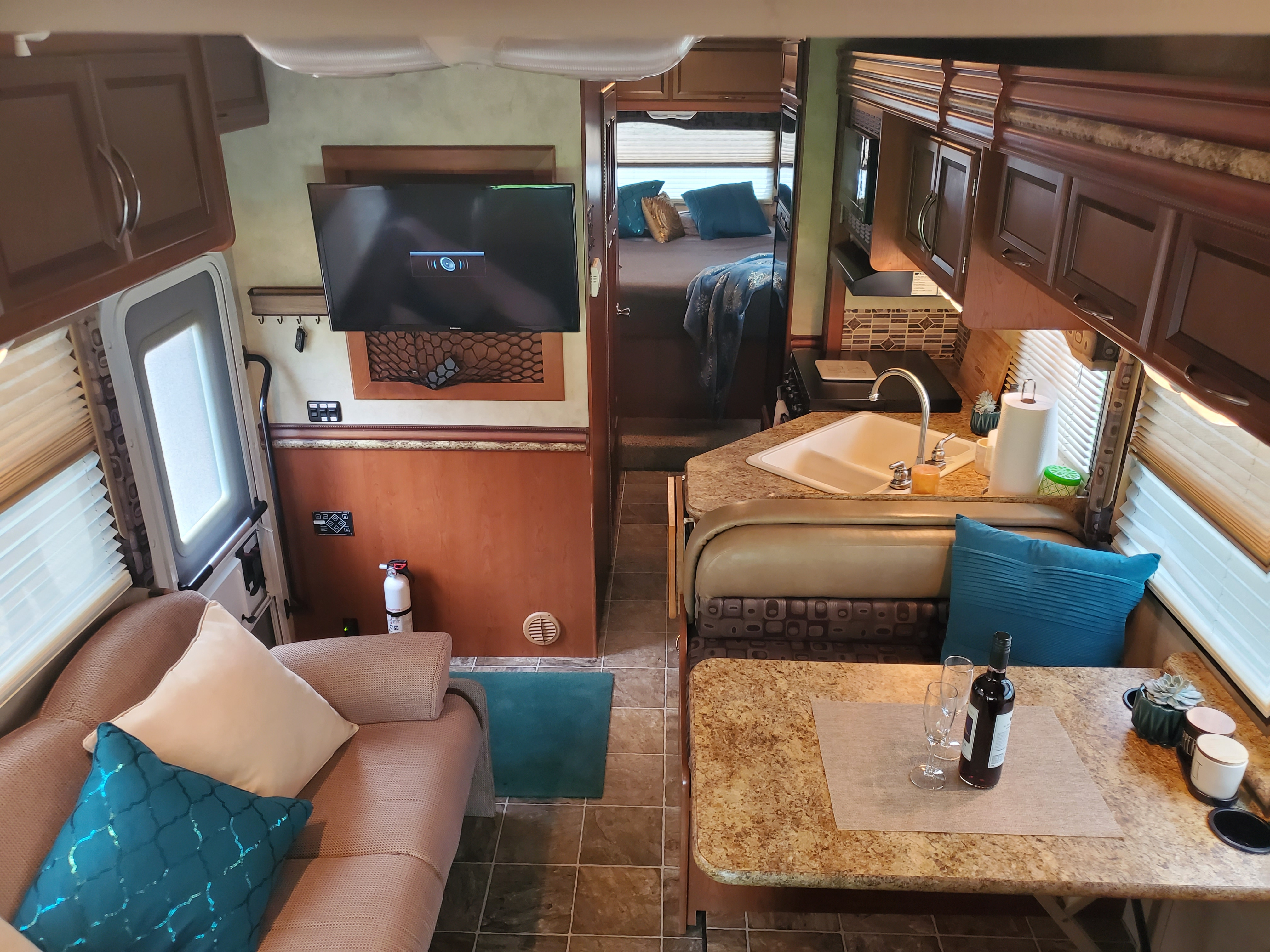 Main Cabin. Thor Motor Coach Four Winds 2012