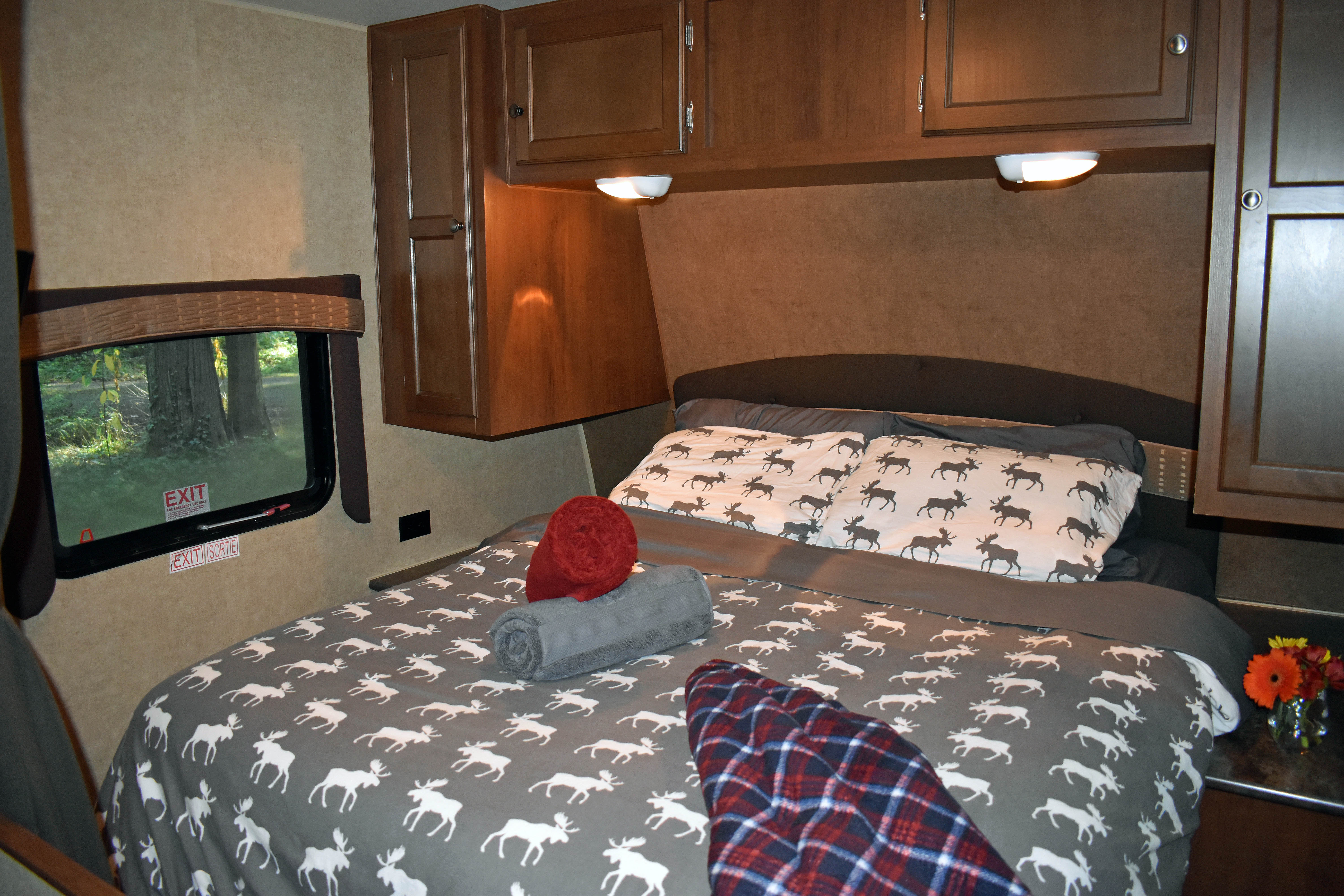 Queen sized walk around bed, with towels and additional throw blankets. Jayco Jay Flight 2014