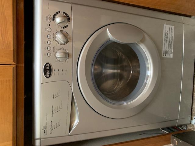 Washer - dryer!!. Coachmen Leprechaun 2019