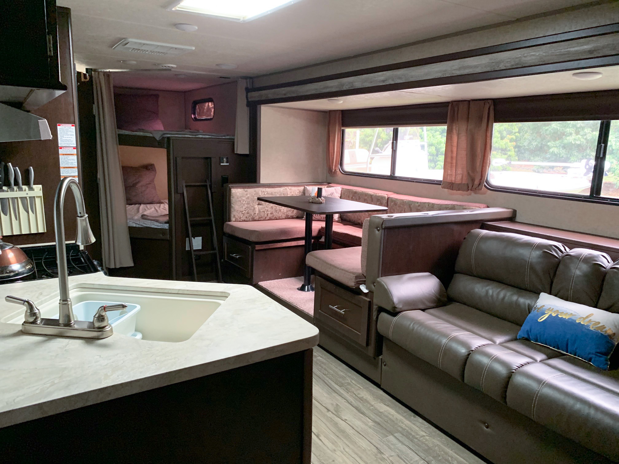 Large Dining Area & Fold Out Couch. Forest River Cherokee Grey Wolf 2017