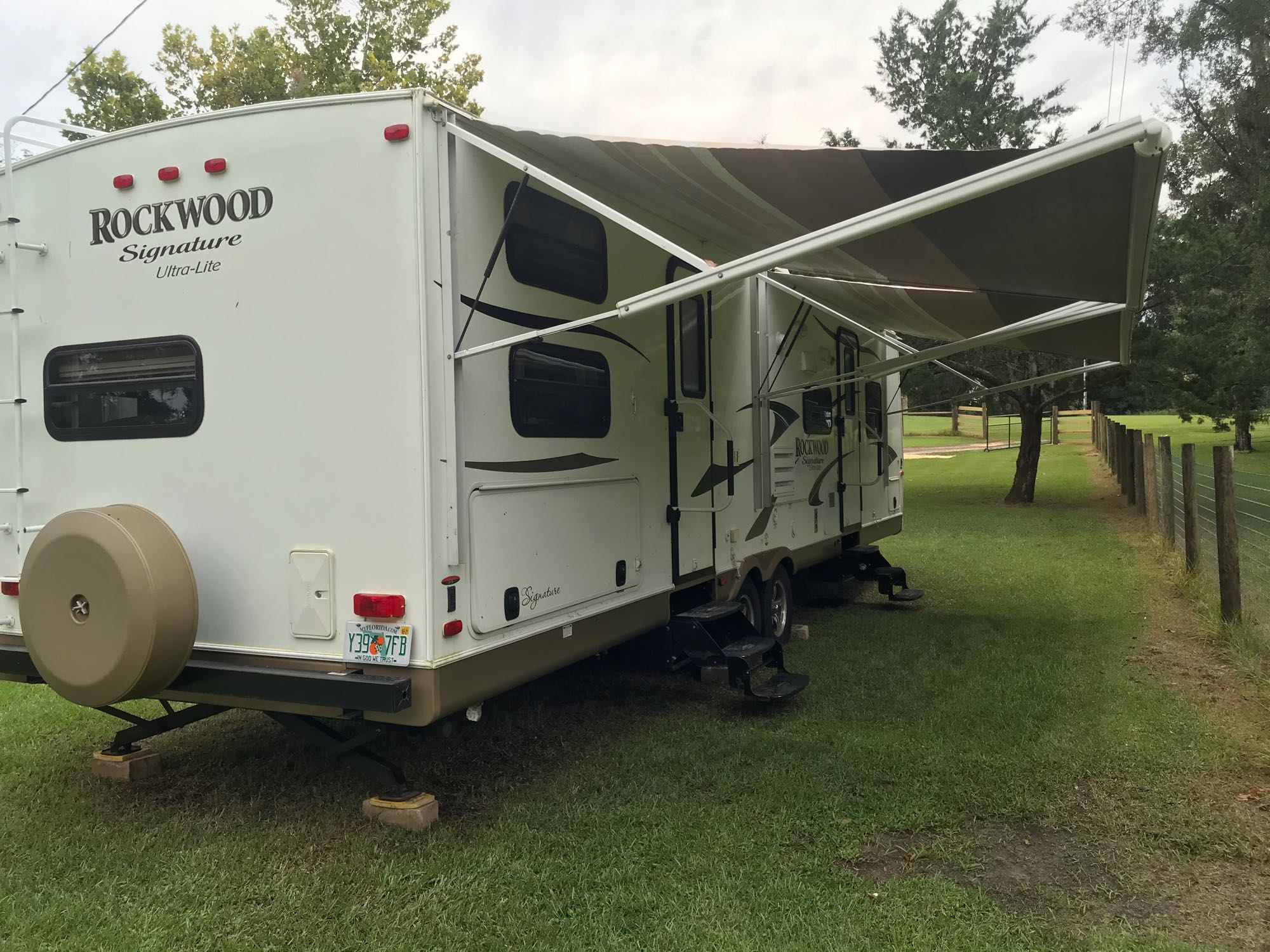 Enjoy the spacious shade. Forest River Rockwood Signature Ultra 2013