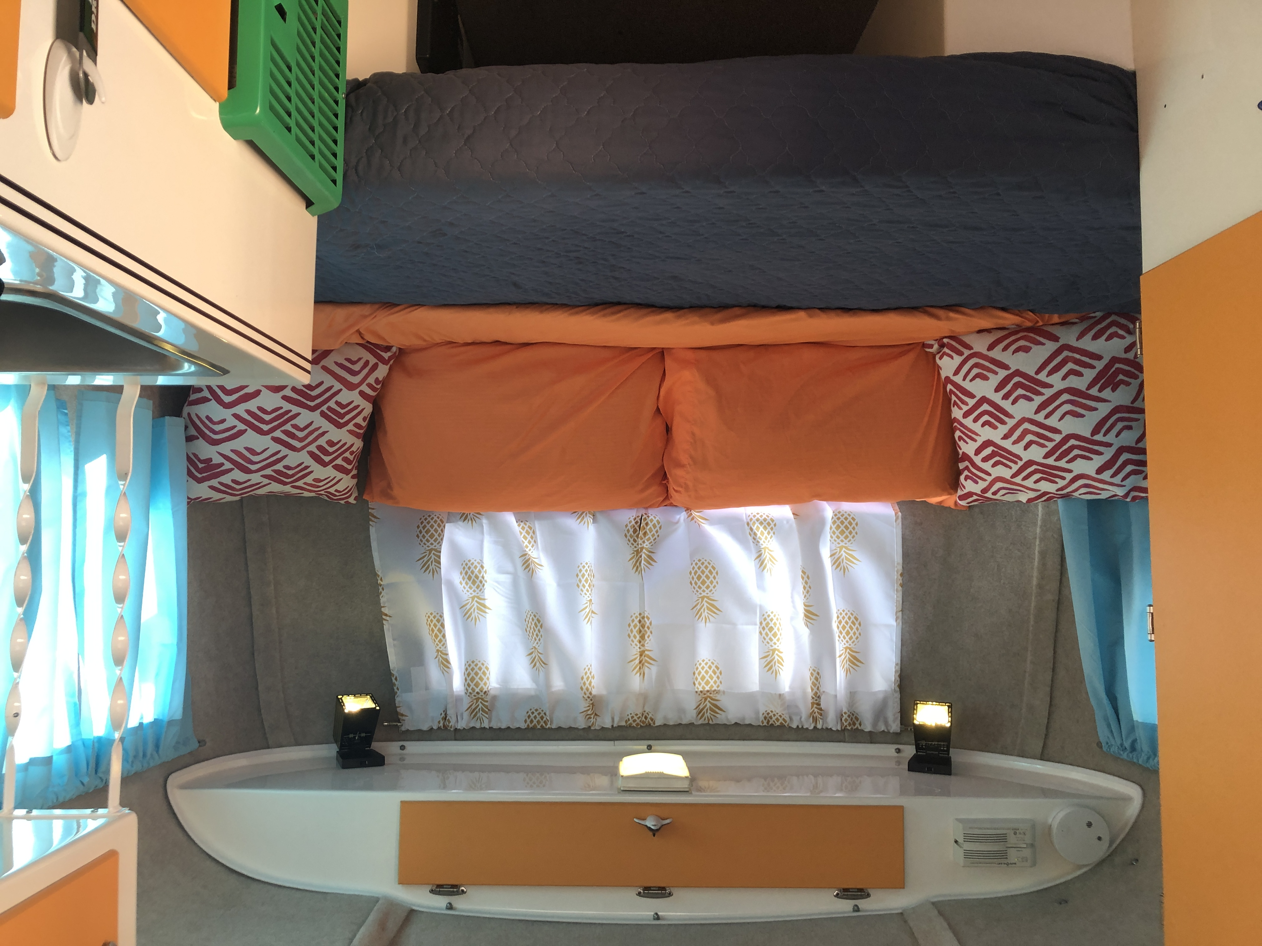 dinette turns into double bed. Scamp 13' 2005