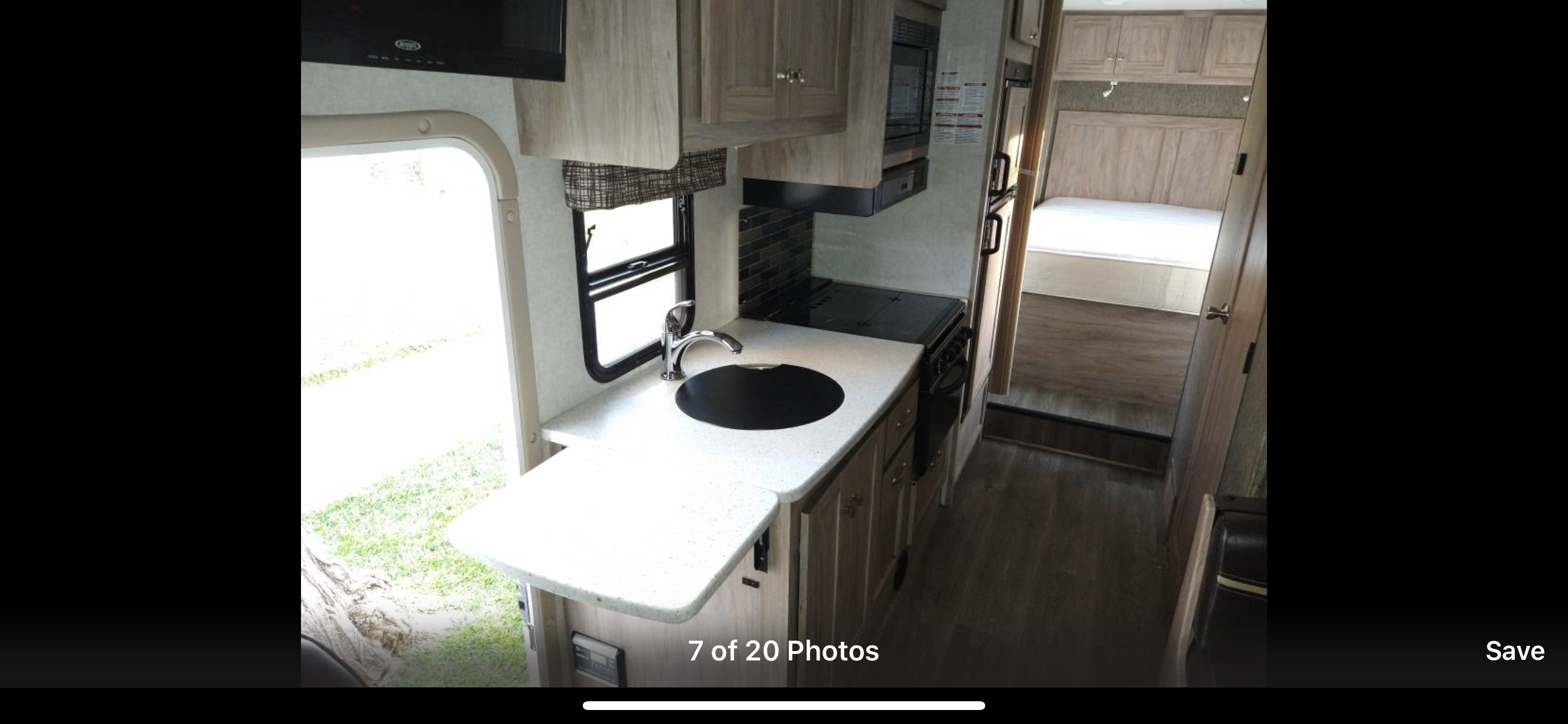 Sink and counter. Forest River Sunseeker 2018