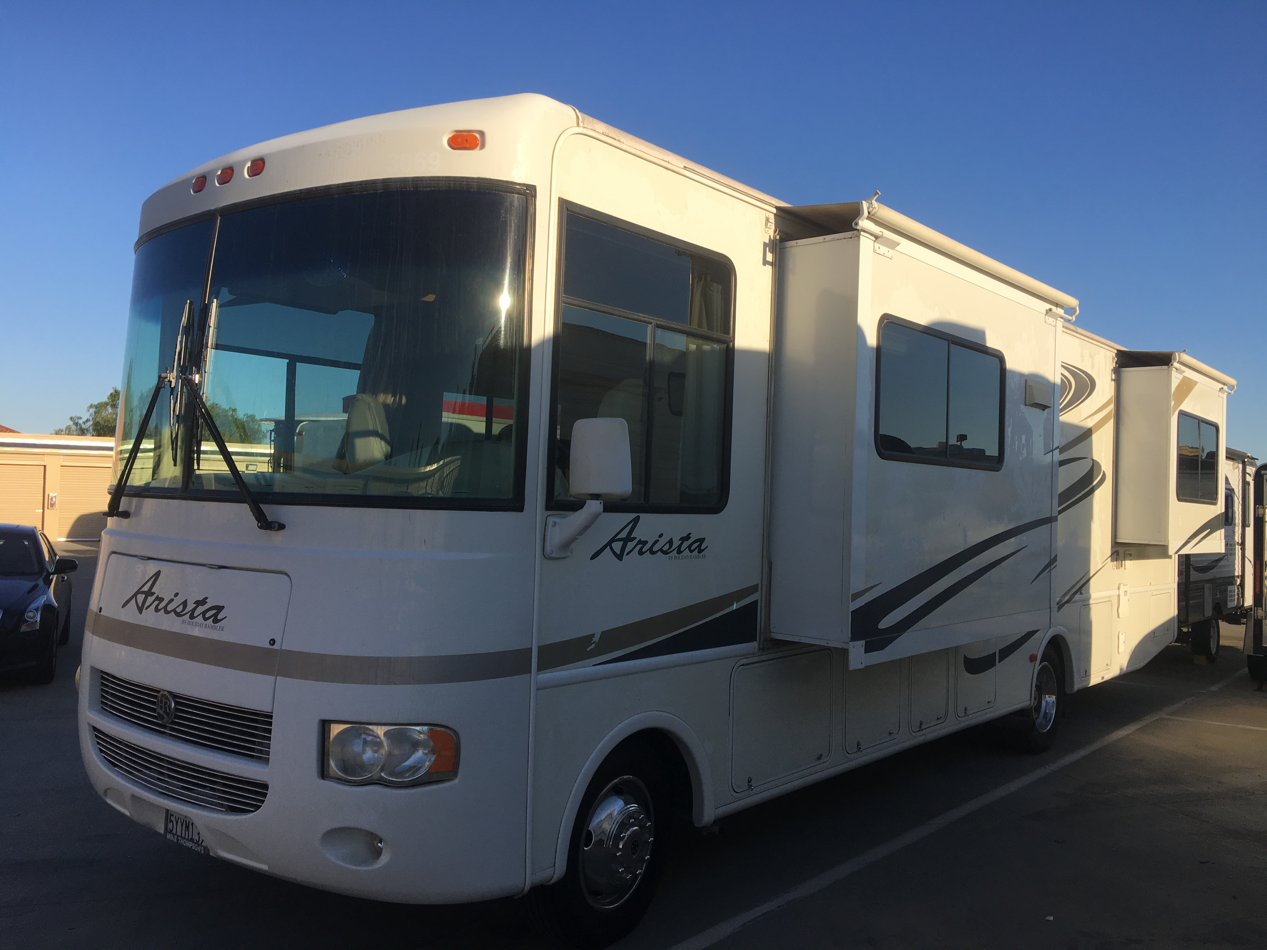 2 slides on the left and 1 on the right. Holiday Rambler Arista 2007