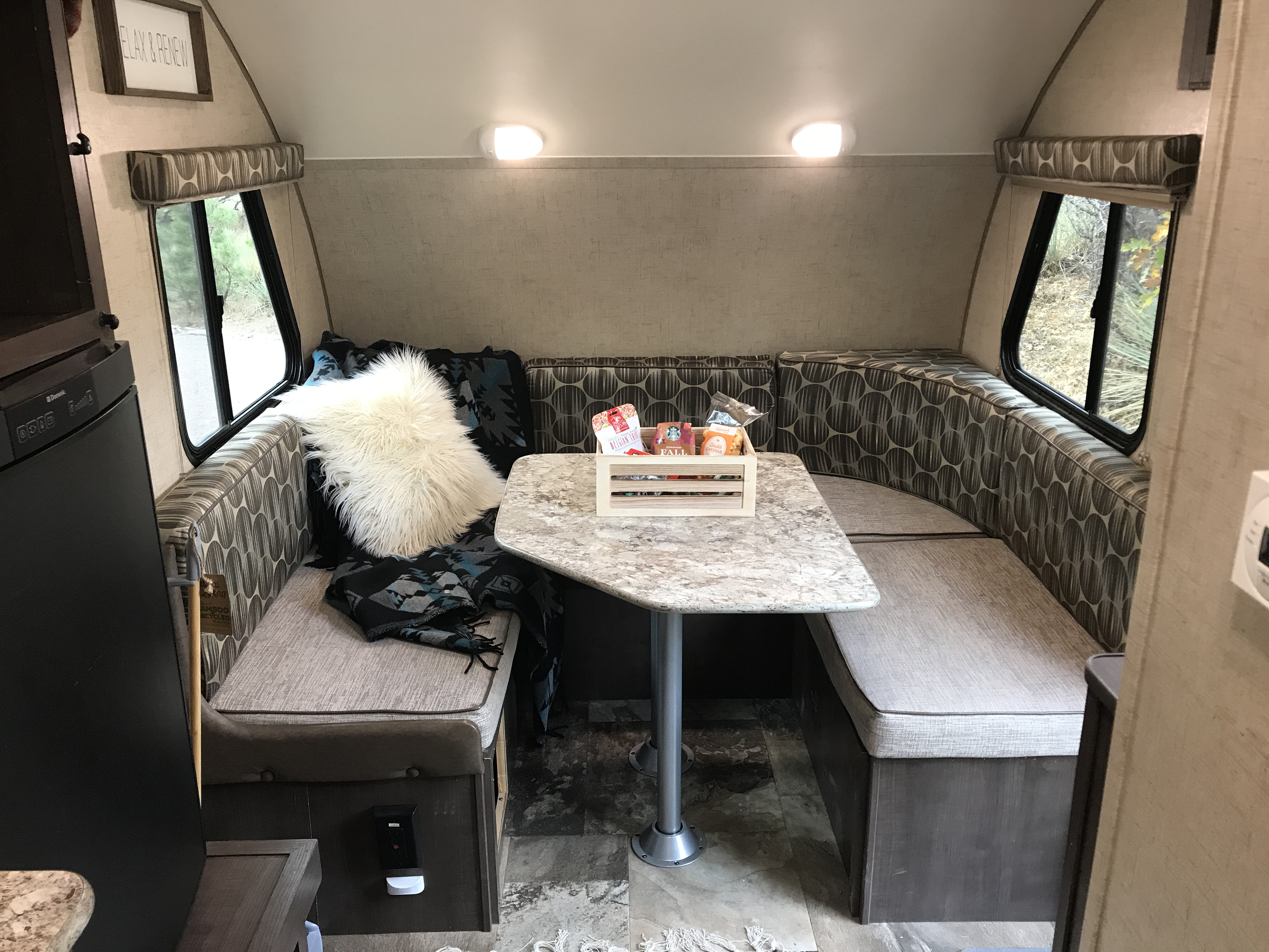 Spacious dinette...converts into a Queen bed.... Forest River R-Pod 2015