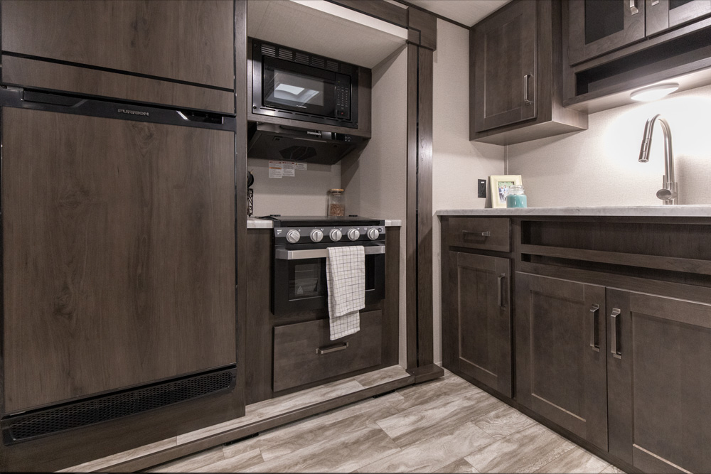 Full kitchen. Grand Design Transcend Xplor 261BH 2021
