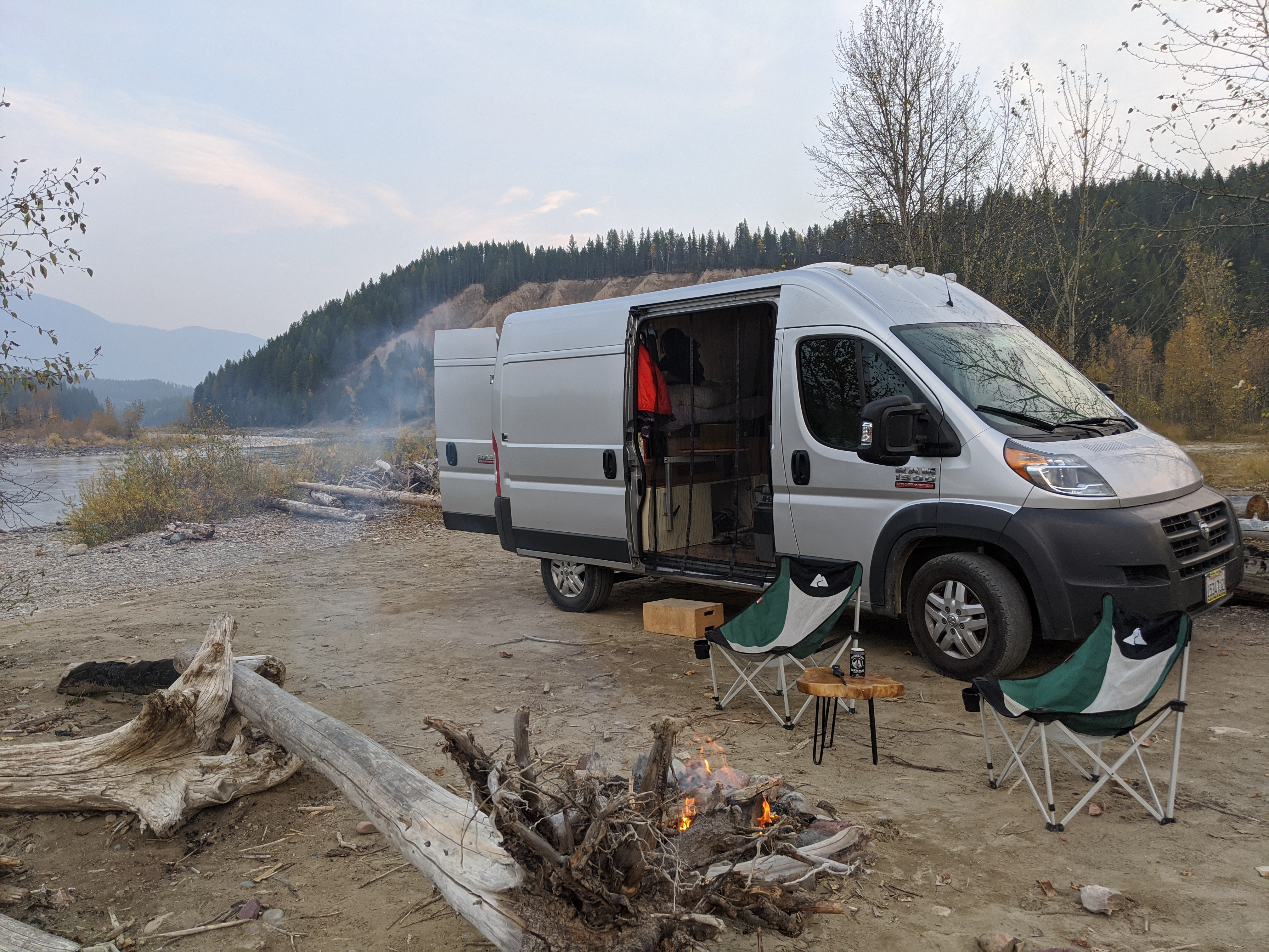 Comes with a table and two camping chairs standard. Enjoy the outside living room, just as much as the inside. . Dodge Ram Ram Promaster High Roof 2017