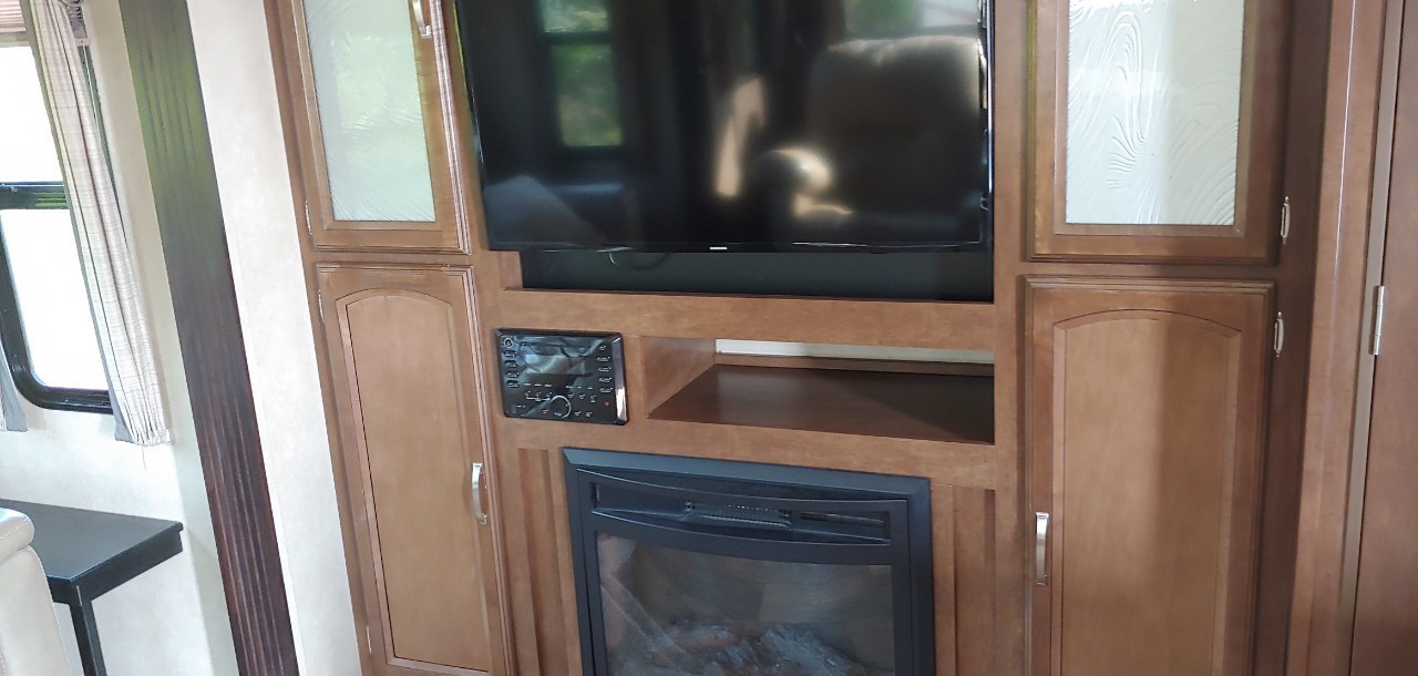 Flatscreen TV and fireplace for chilly nights . Forest River Salem Hemisphere 2016