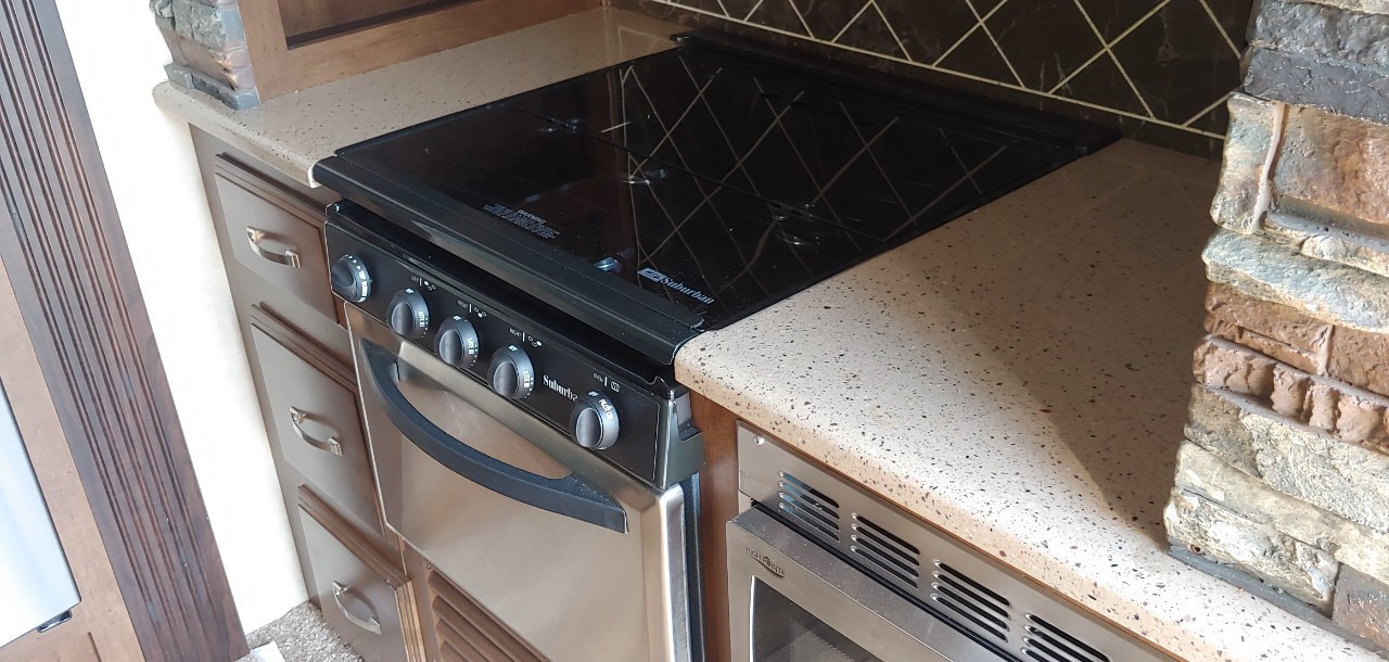 Gas stove and oven and microwave. Forest River Salem Hemisphere 2016
