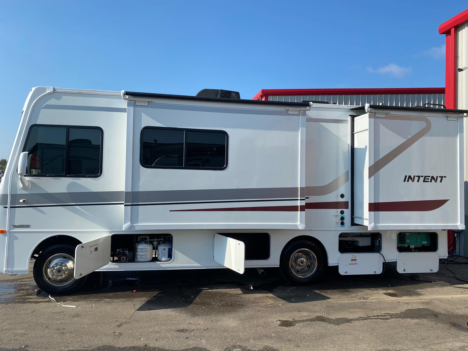 Extendable Dinning Area, Bed Room Area, Propane replaceable bottles, Storage compartment & generator. Winnebago Other 2019