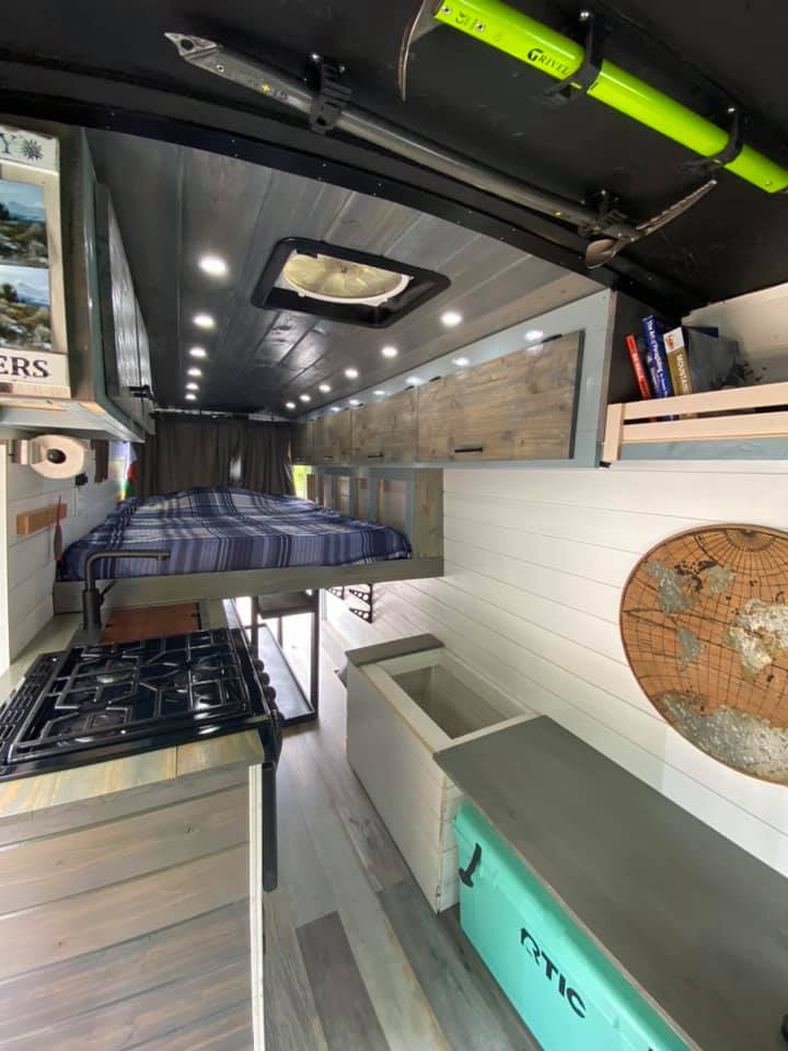 Queen size bed. Ford Transit custom 2018