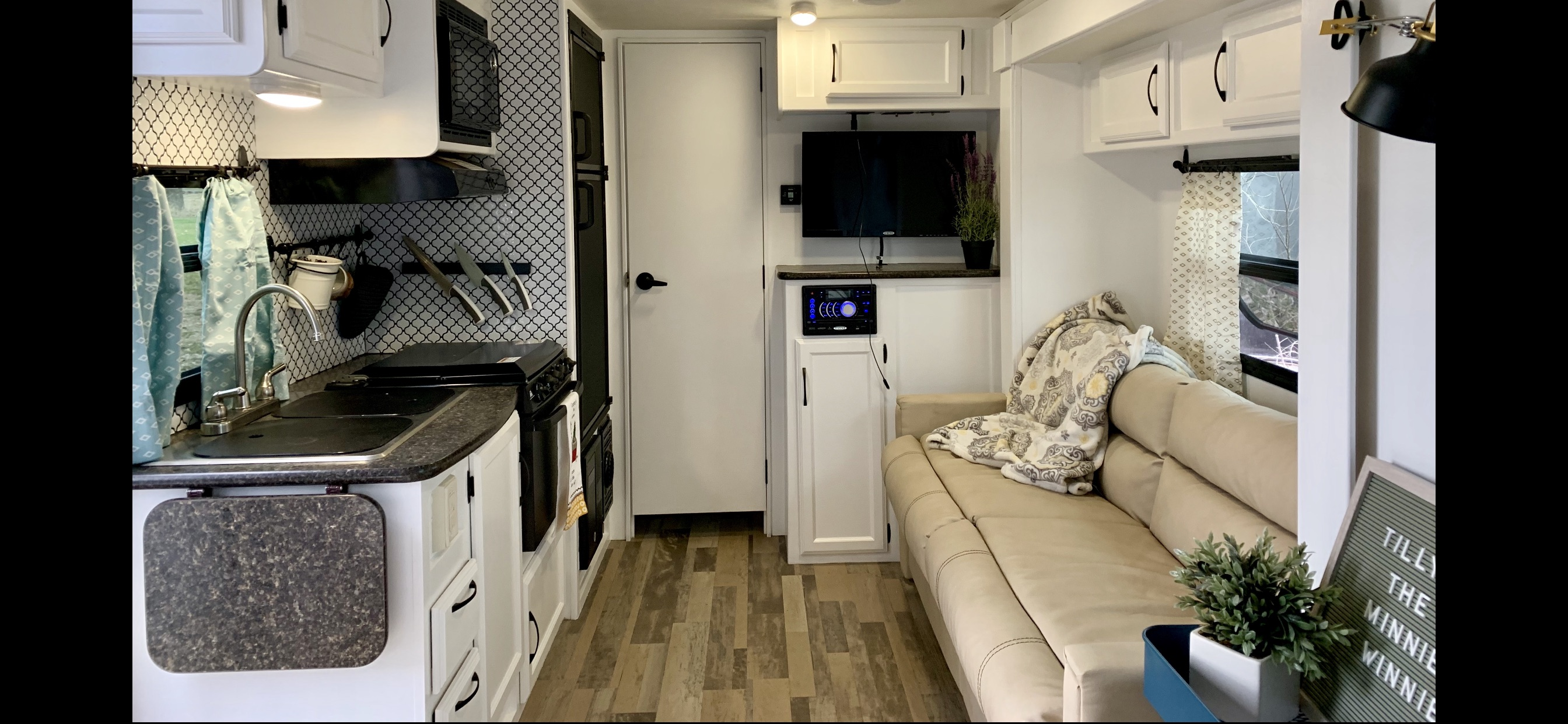 Pictured with slide out out. . Winnebago Minnie Winnie 2017