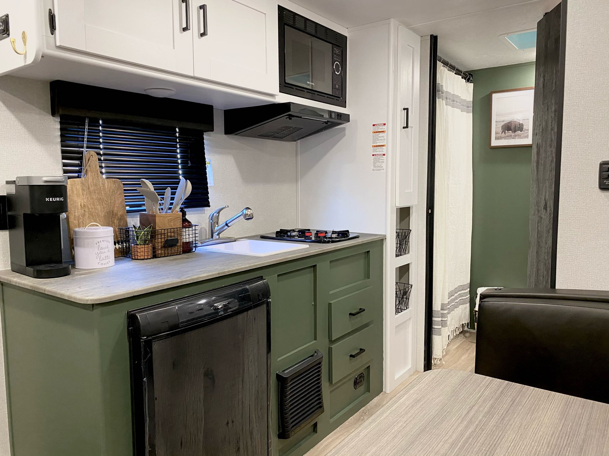 Fully stocked kitchen. Keystone Hideout 2021
