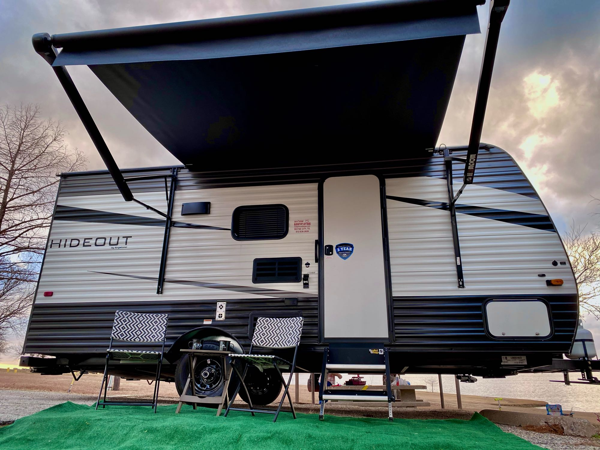 Large awning for shade. Keystone Hideout 2021