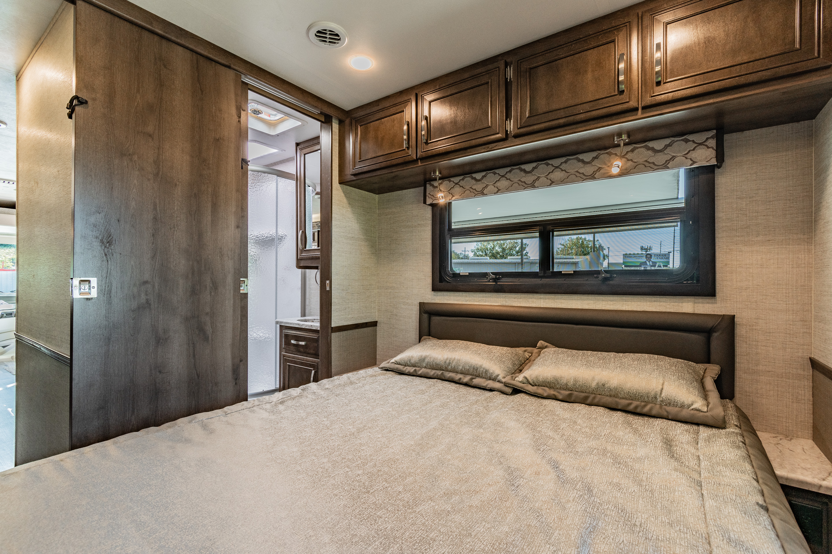 This room can be closed off from the rest of the rv. It has its own entrance to the bathroom.. Jayco Alante 29F 2021