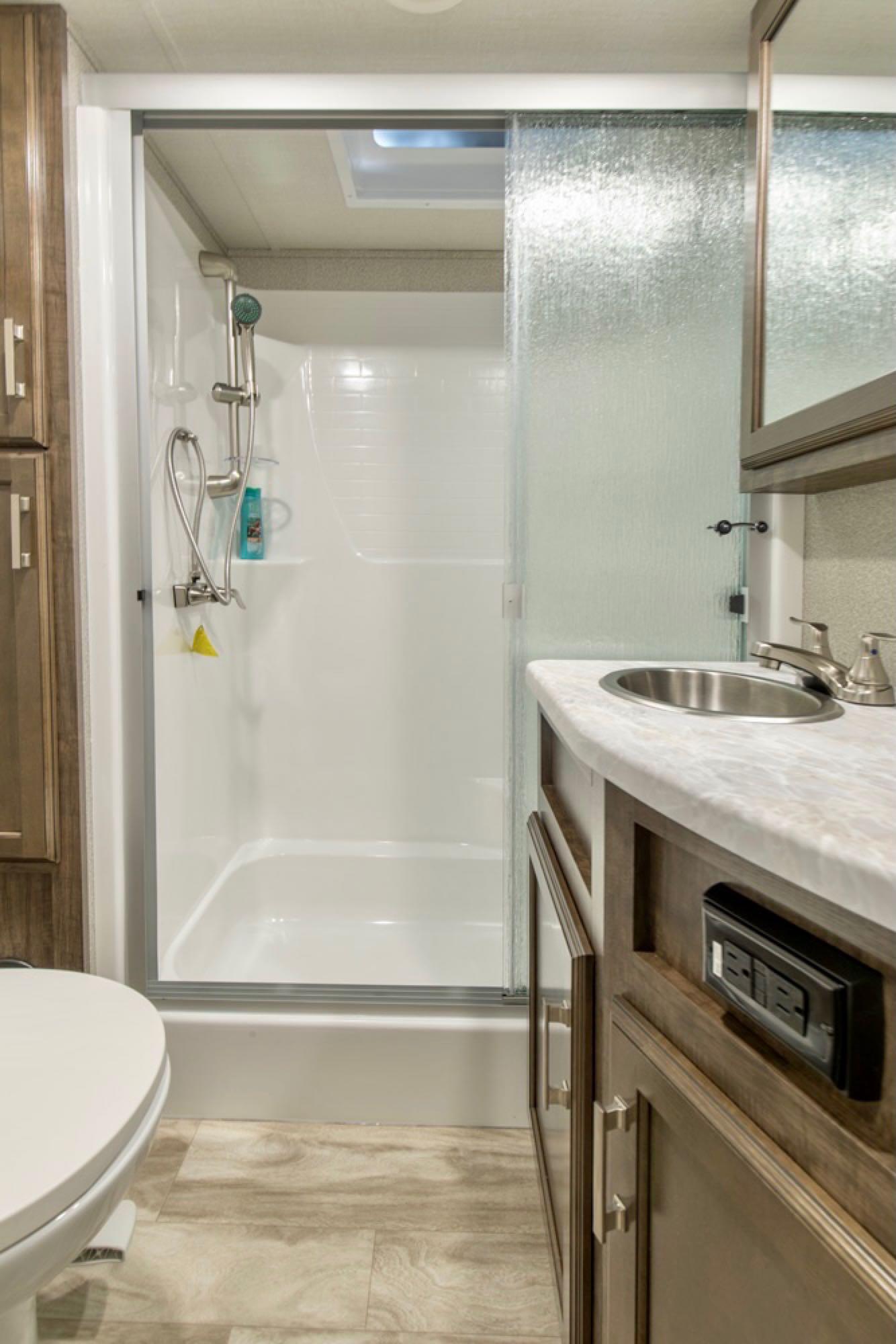 Main bath. Grand Design Solitude 2021