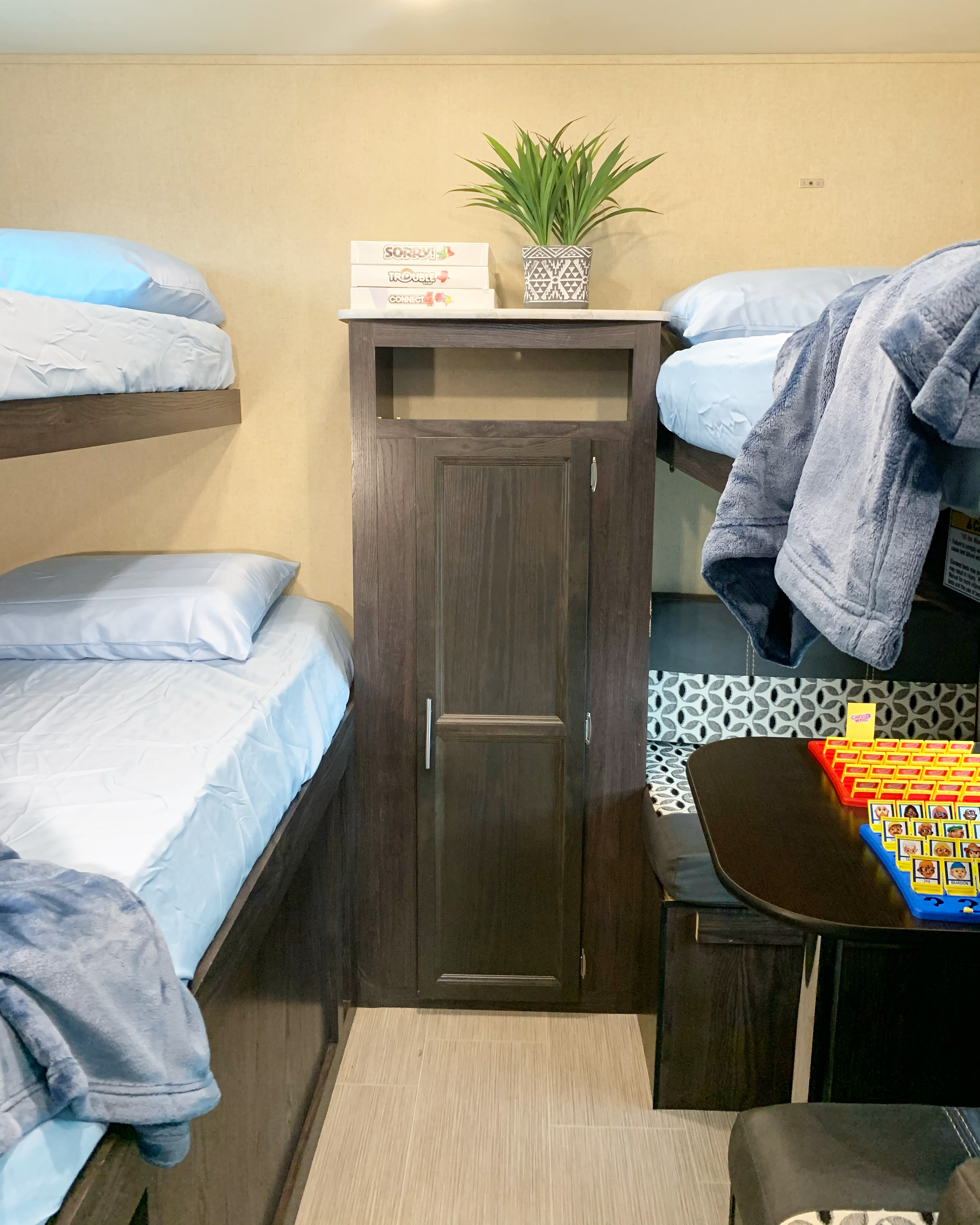dinette converts into a 4th bunk. Dutchmen Kodiak 2021