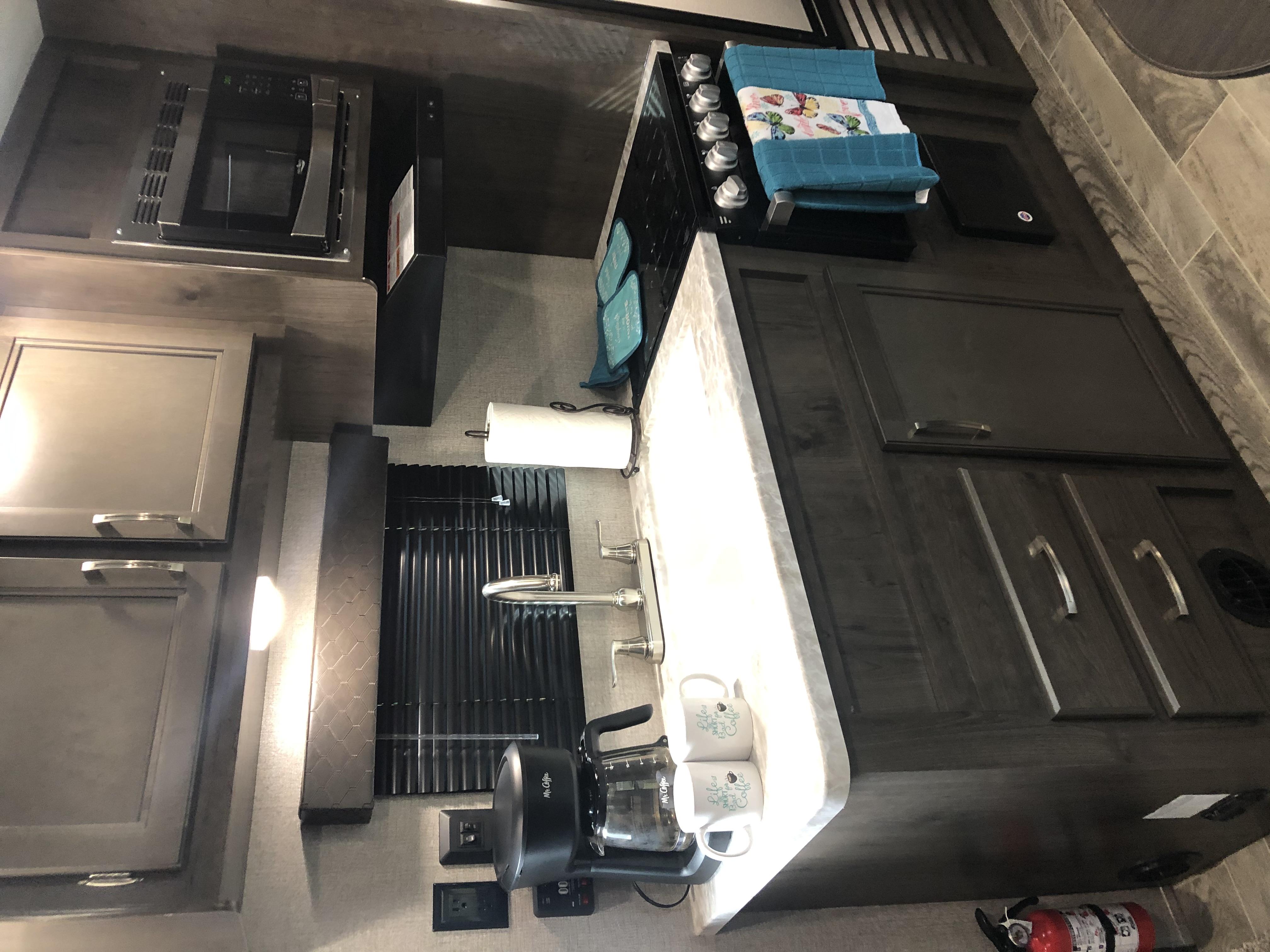 Beautiful Kitchen . Jayco Jay Flight 2021