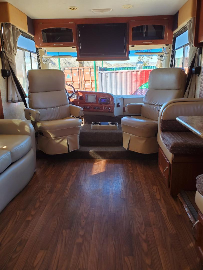 Thor Motor Coach Hurricane 2009