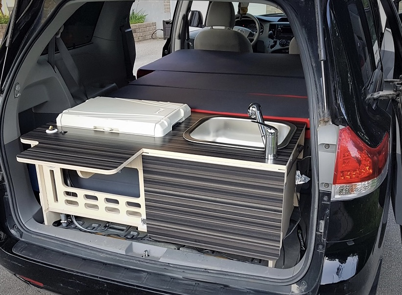 Kitchen unit and expandable queen size bed. Chrysler Pacifica Limited 2018