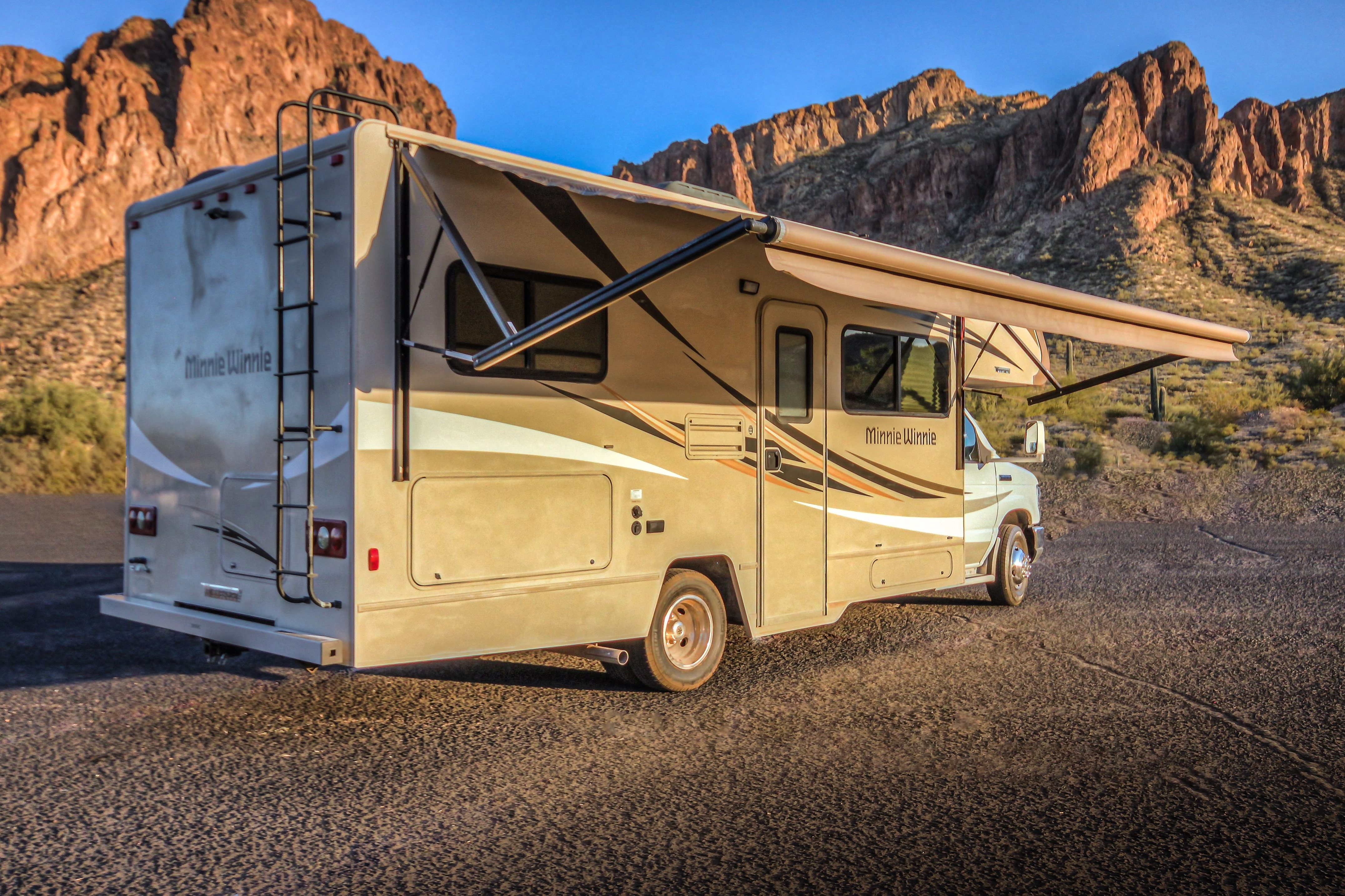 Perfect size for any trip!  Experienced or your first road trip. . Winnebago Minnie Winnie 2016