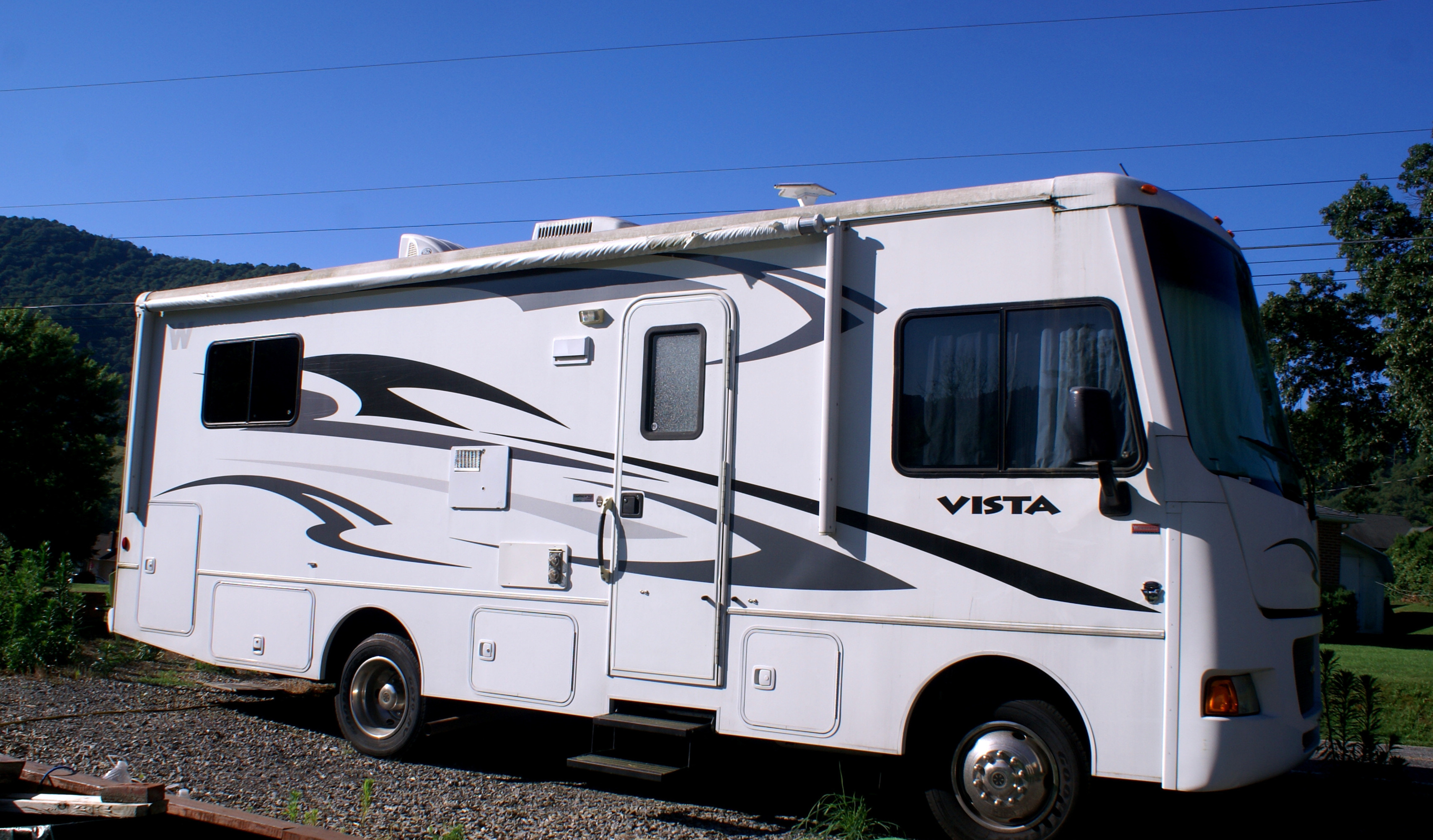 Tons of Fun inside and out.. Winnebago Vista 2013