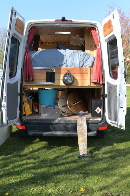 Back door storage area, including a great space for your surfboards!
