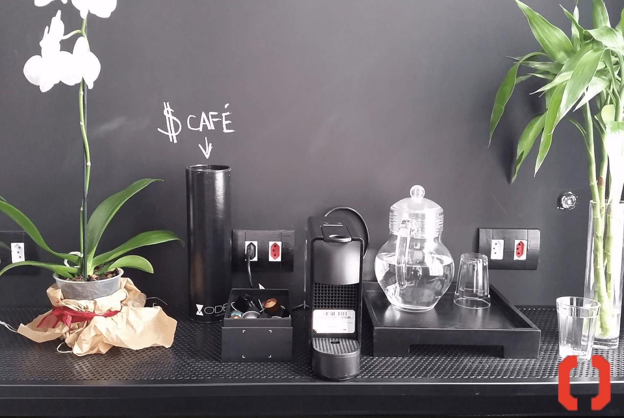 espaço para relaxar e tomar um cafe depois do treino