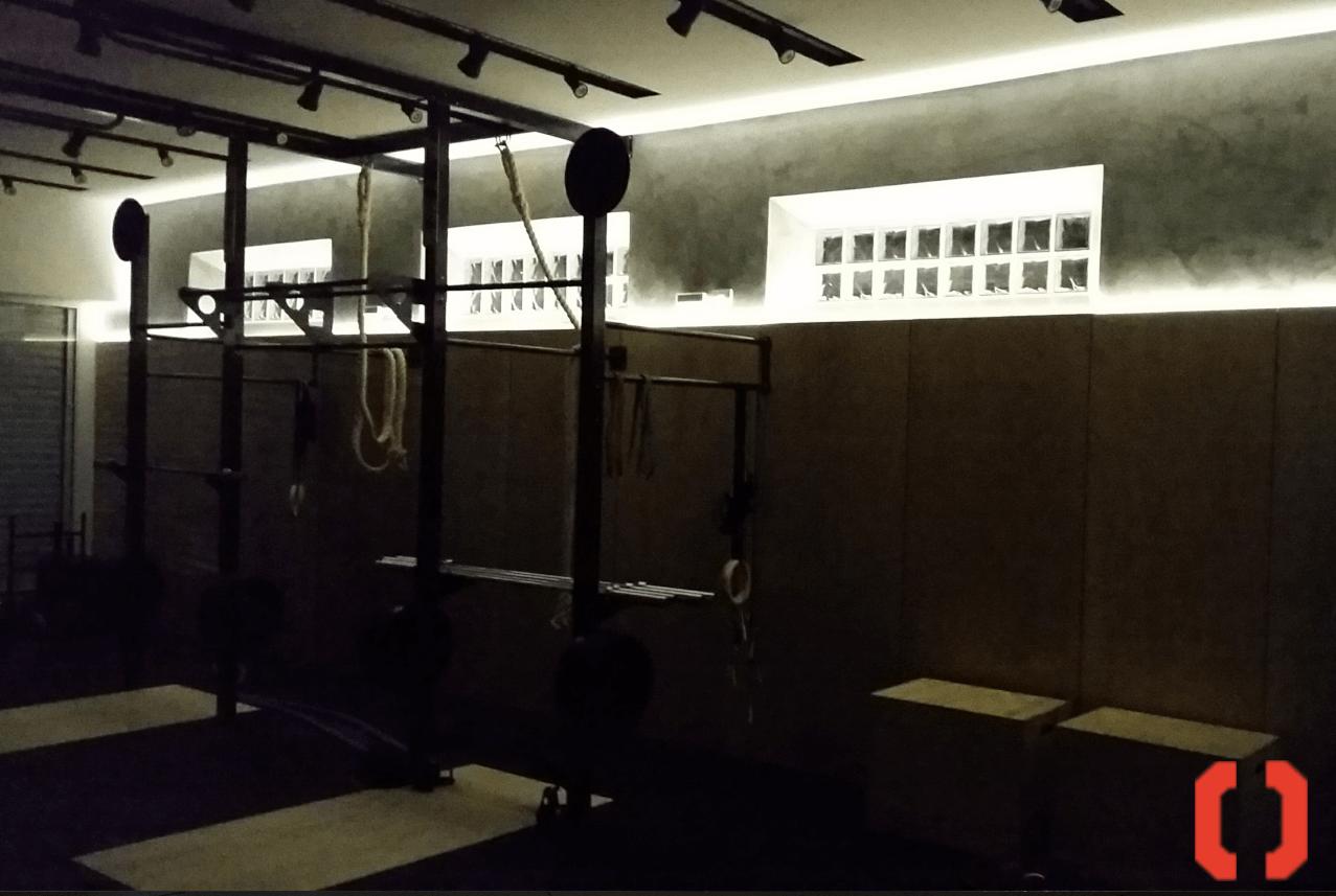 iluminação perfeita e bonita para um treino de crossfit