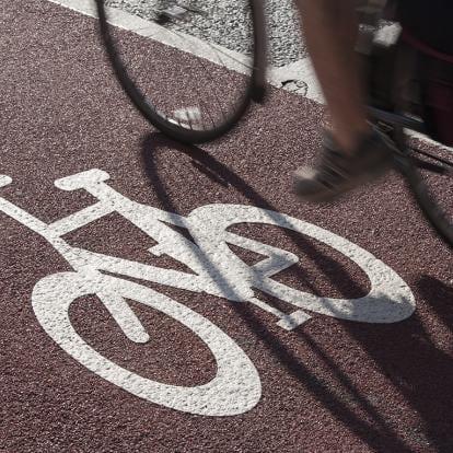 Hoe verleid je werkgevers en werknemers in de IJmond om over te stappen op fiets en OV?