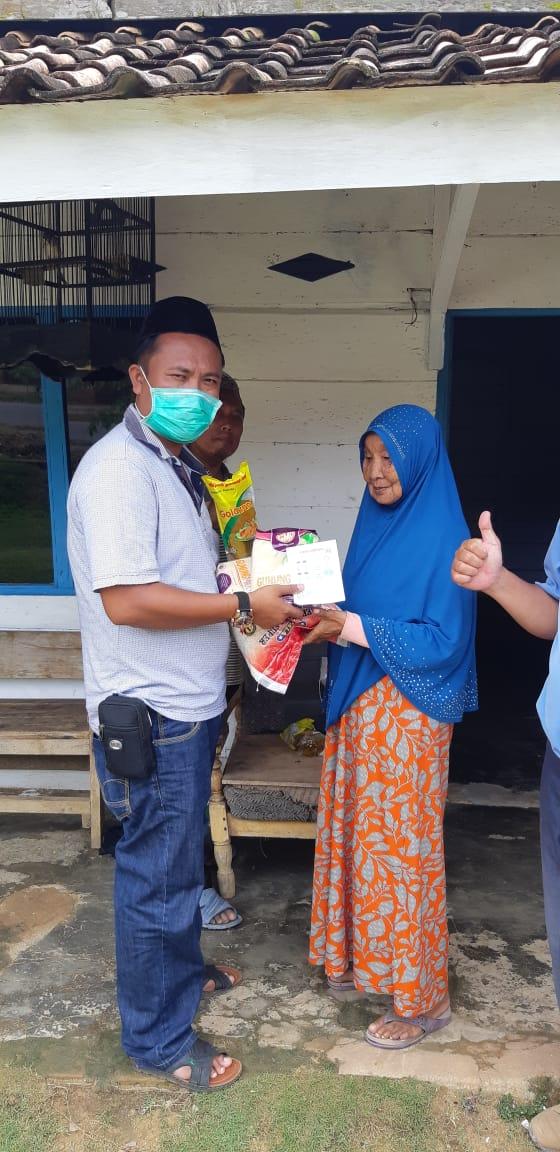 Kakam Rudiyanto Salurkan Paket Sembako Ke 421 KK