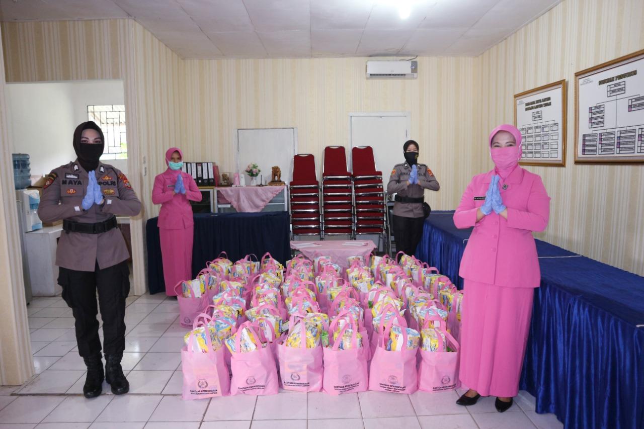 Bhayangkari Lampung Tengah Salurkan Sembako Ke warga Kurang Mampu