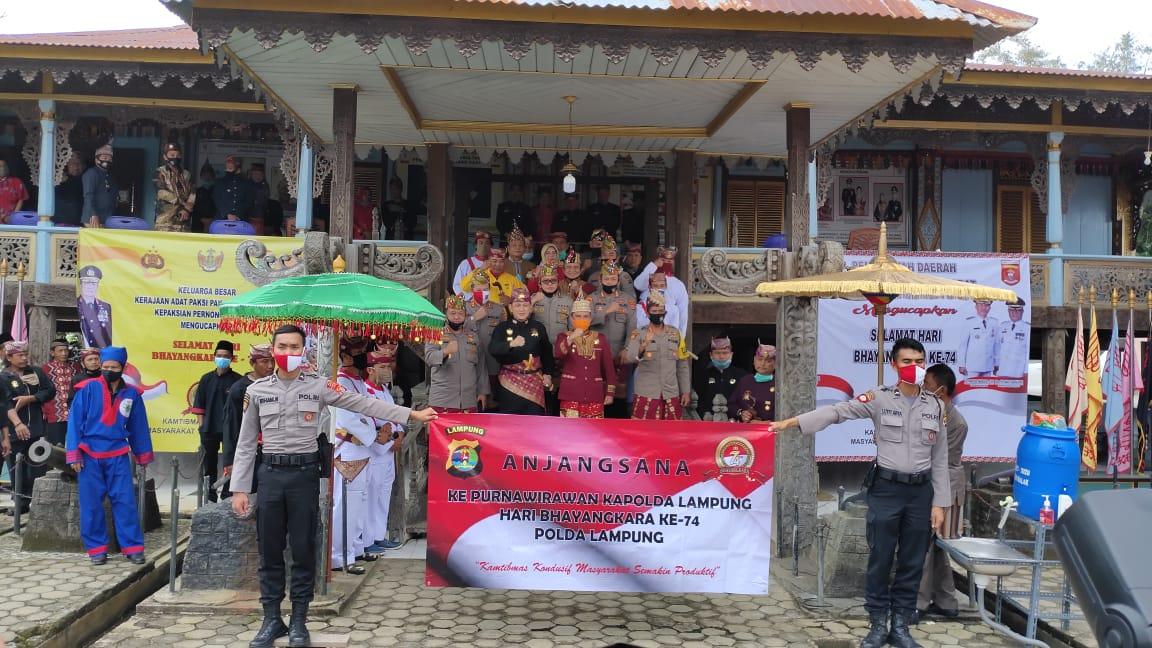 HUT Bhayangkara Ke 74 Polda lampung Anjau silau ke Gedung Dalom Kepaksian Pernong